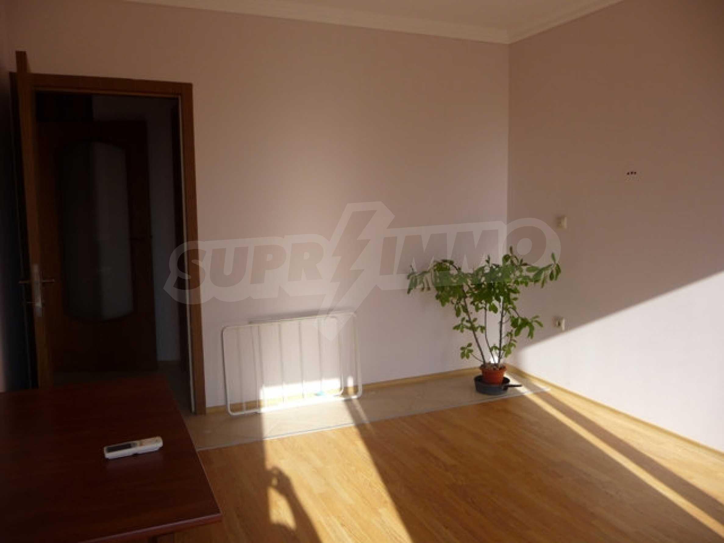 Zwei-Zimmer-Wohnung in Varna 13