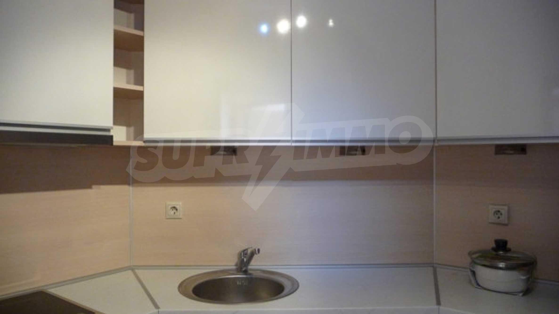 Zwei-Zimmer-Wohnung in Varna 15