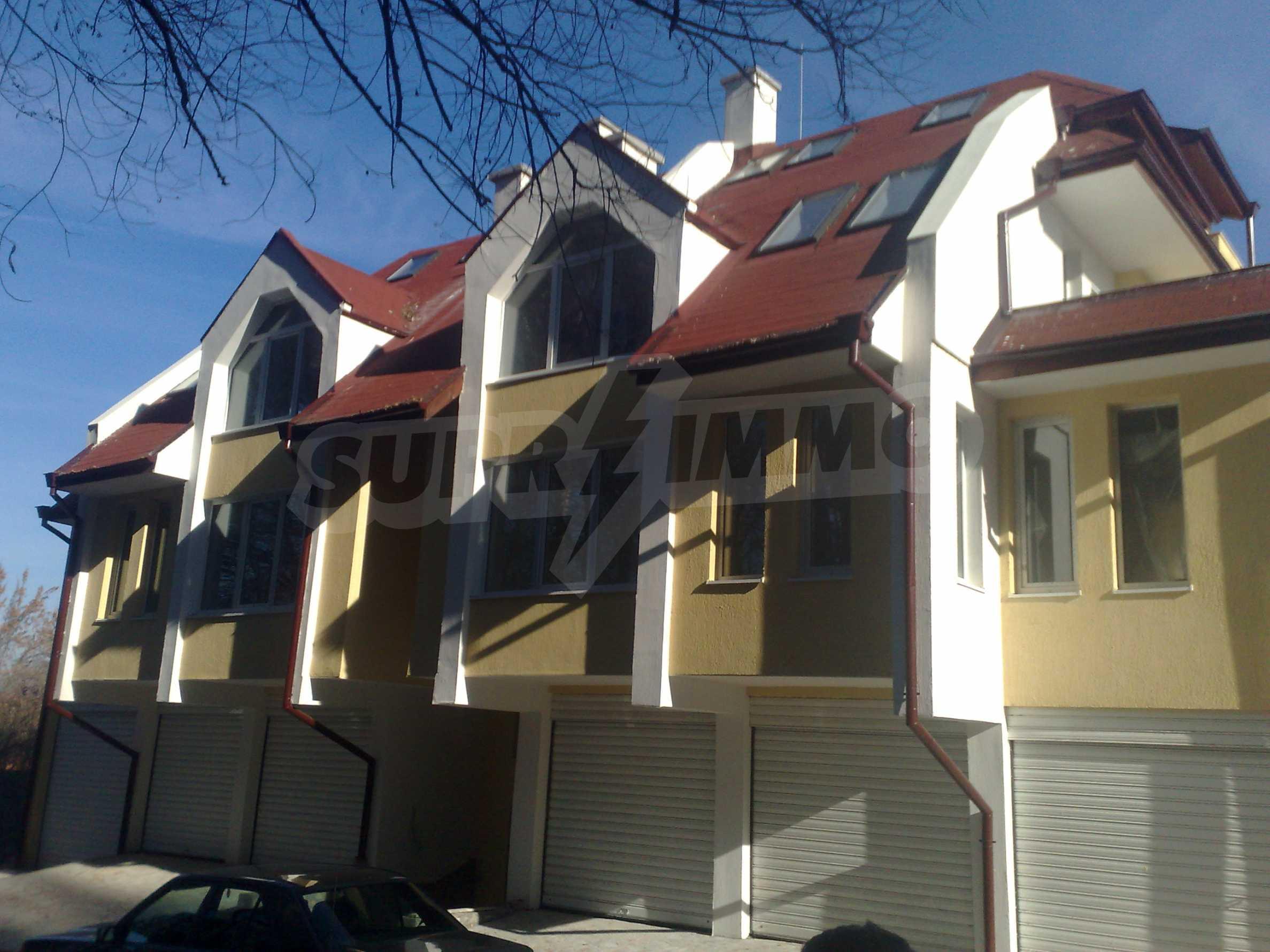 Двустаен апартамент с тераси в нова сграда до парка в центъра на Банско 2