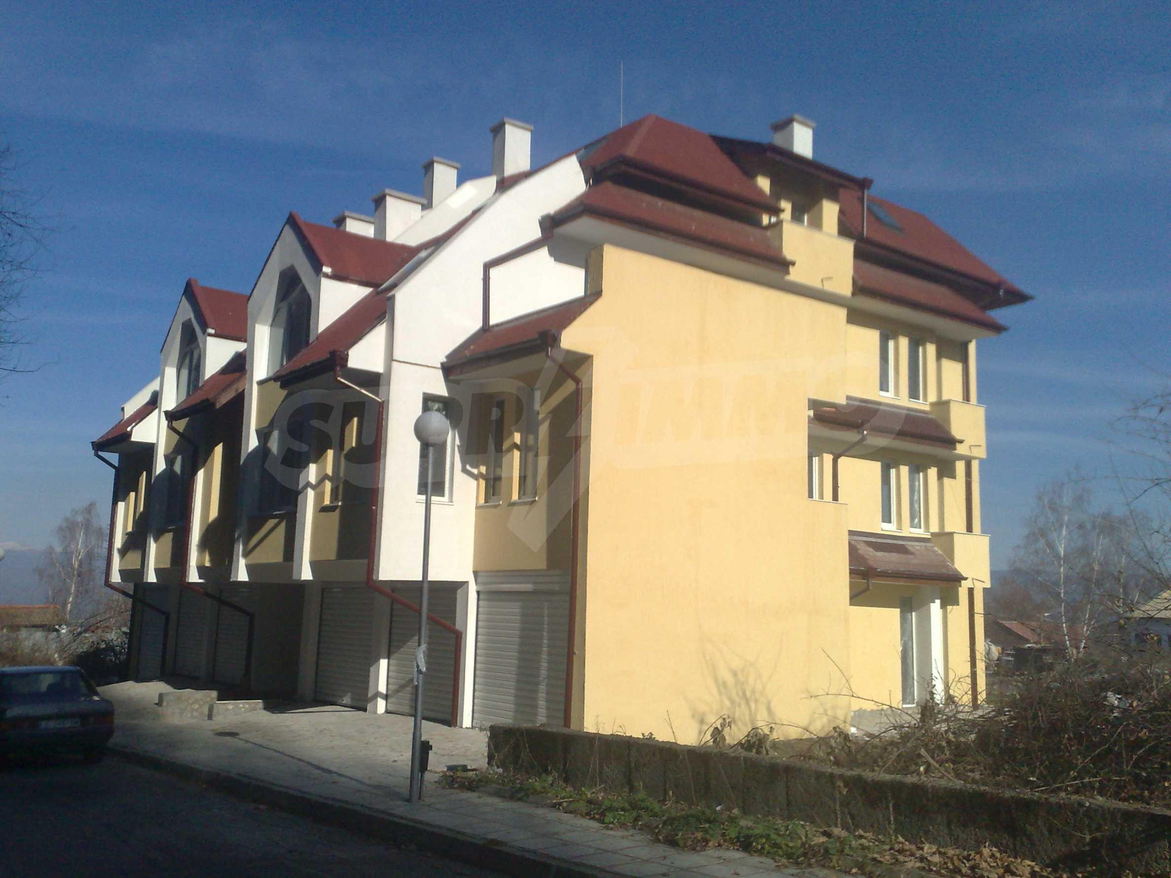 Двустаен апартамент с тераси в нова сграда до парка в центъра на Банско 3
