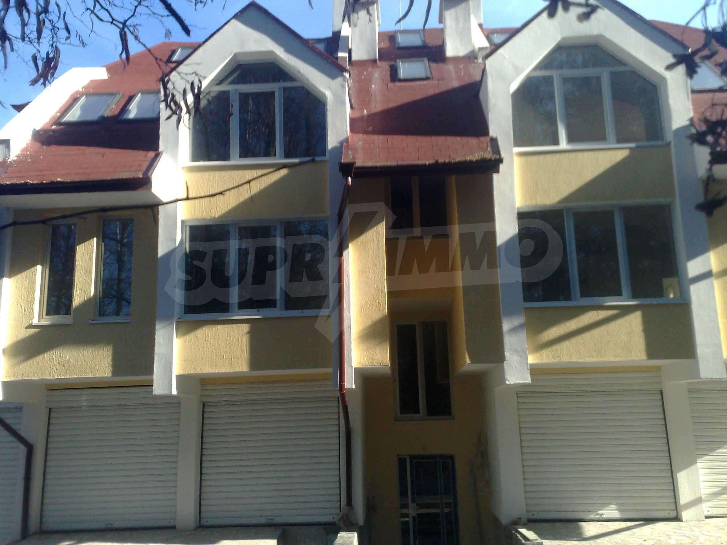 Двустаен апартамент с тераси в нова сграда до парка в центъра на Банско 4