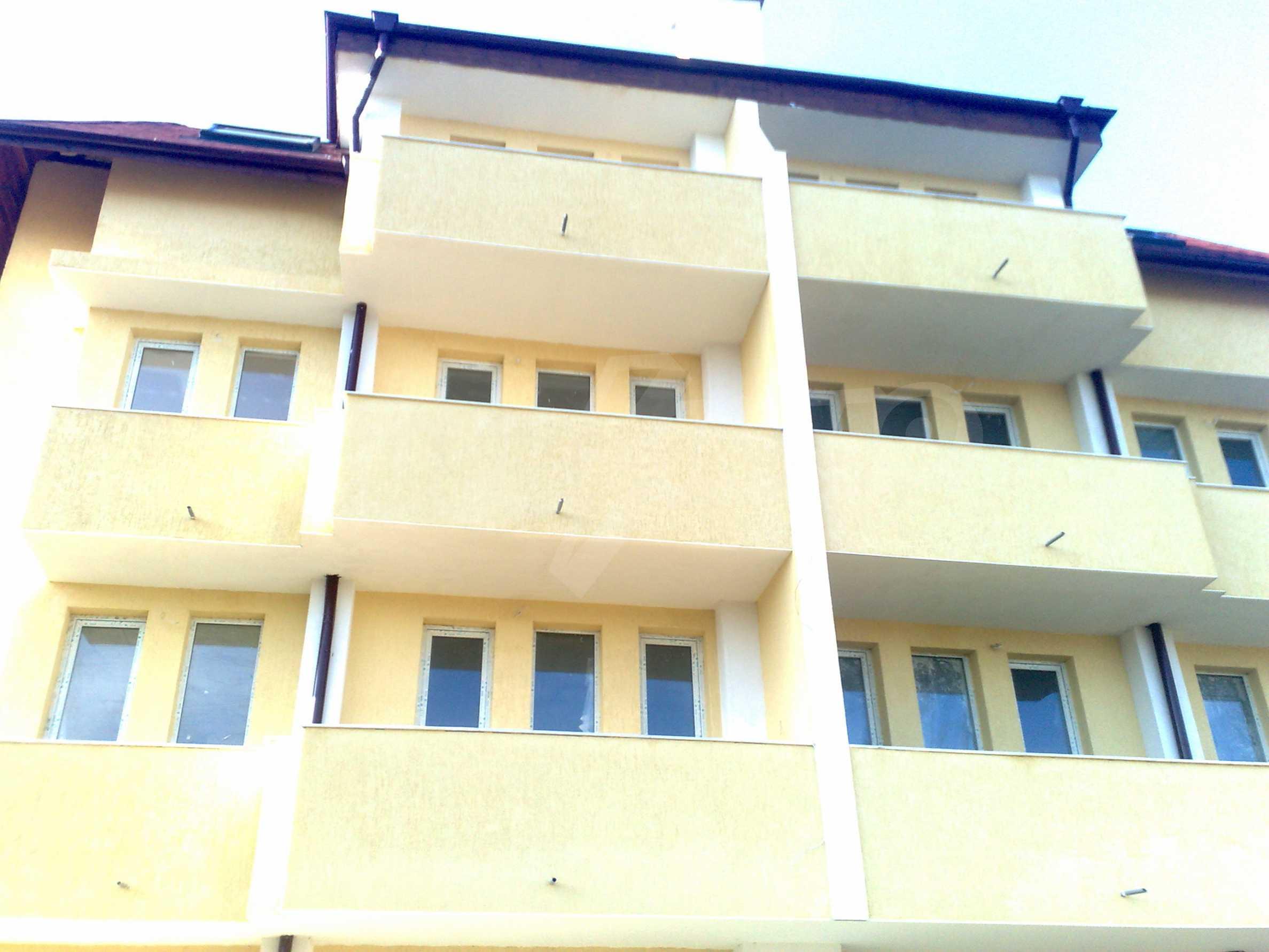 Двустаен апартамент с тераси в нова сграда до парка в центъра на Банско 5