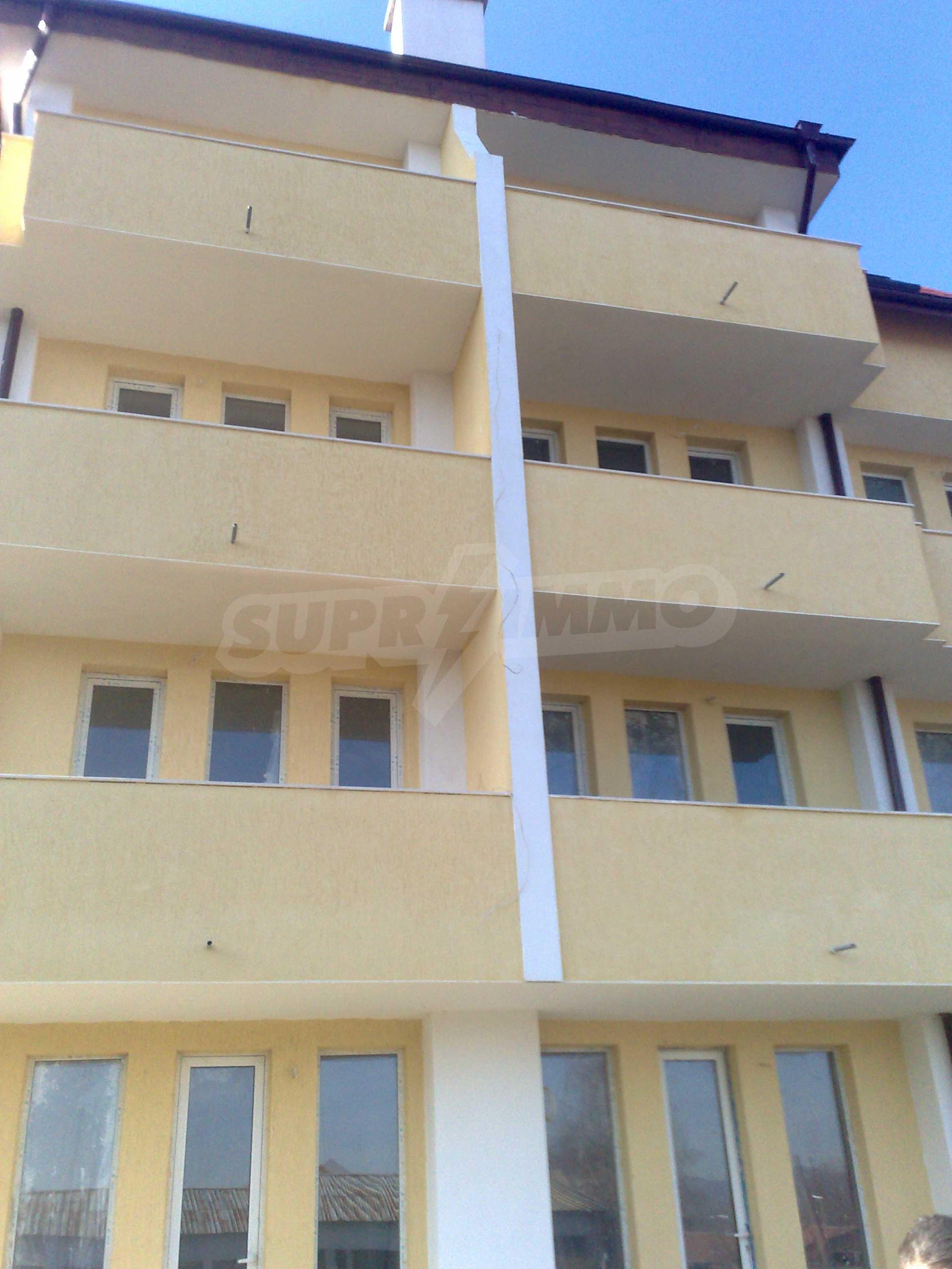 Двустаен апартамент с тераси в нова сграда до парка в центъра на Банско 6