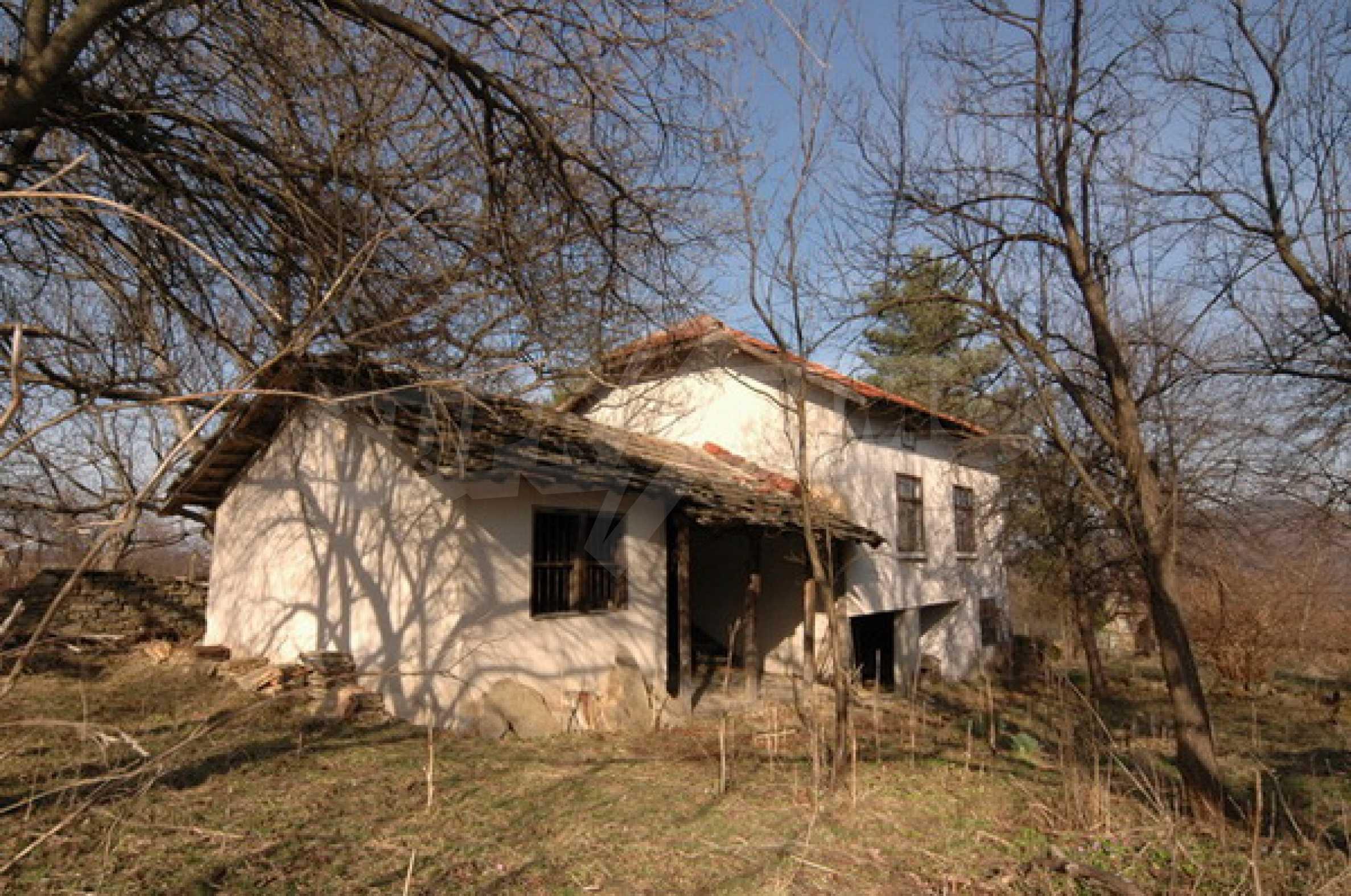 Двуетажна къща на изключително атрактивно място 3