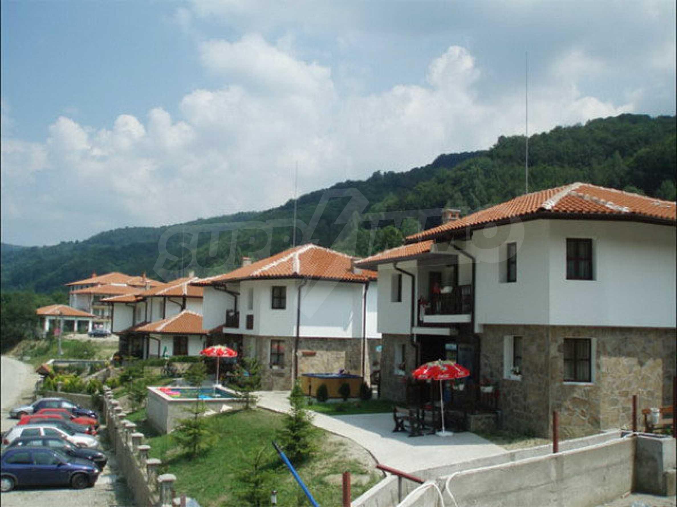 Два гостевых дома в престижном районе с горячими минеральными источниками вблизи  города Троян 17