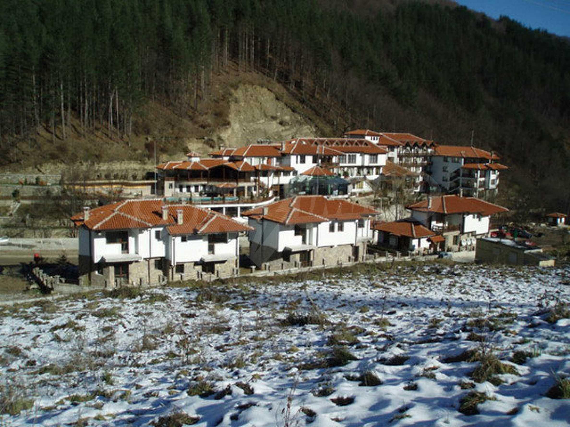 Два гостевых дома в престижном районе с горячими минеральными источниками вблизи  города Троян 22