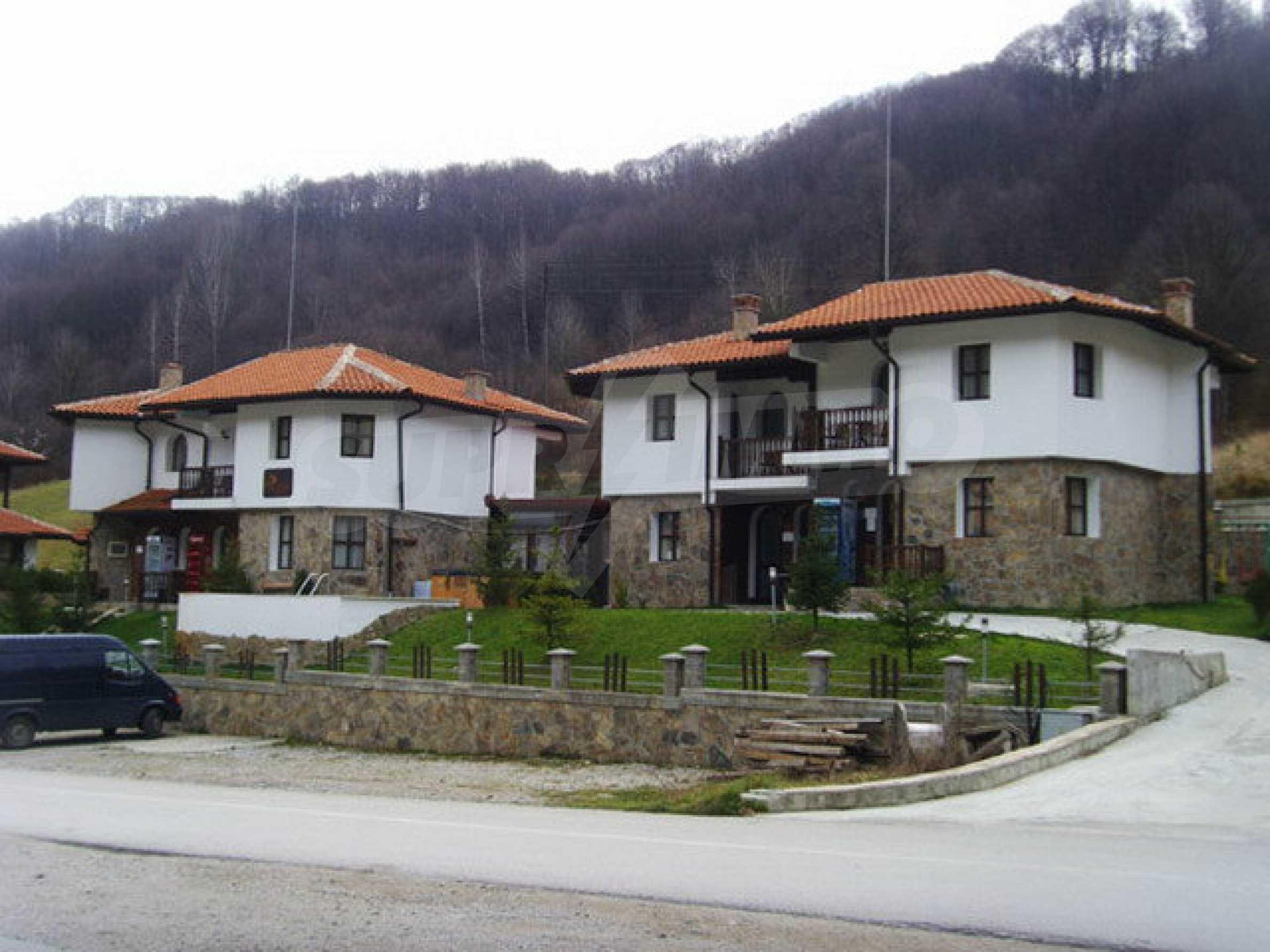 Два гостевых дома в престижном районе с горячими минеральными источниками вблизи  города Троян 32