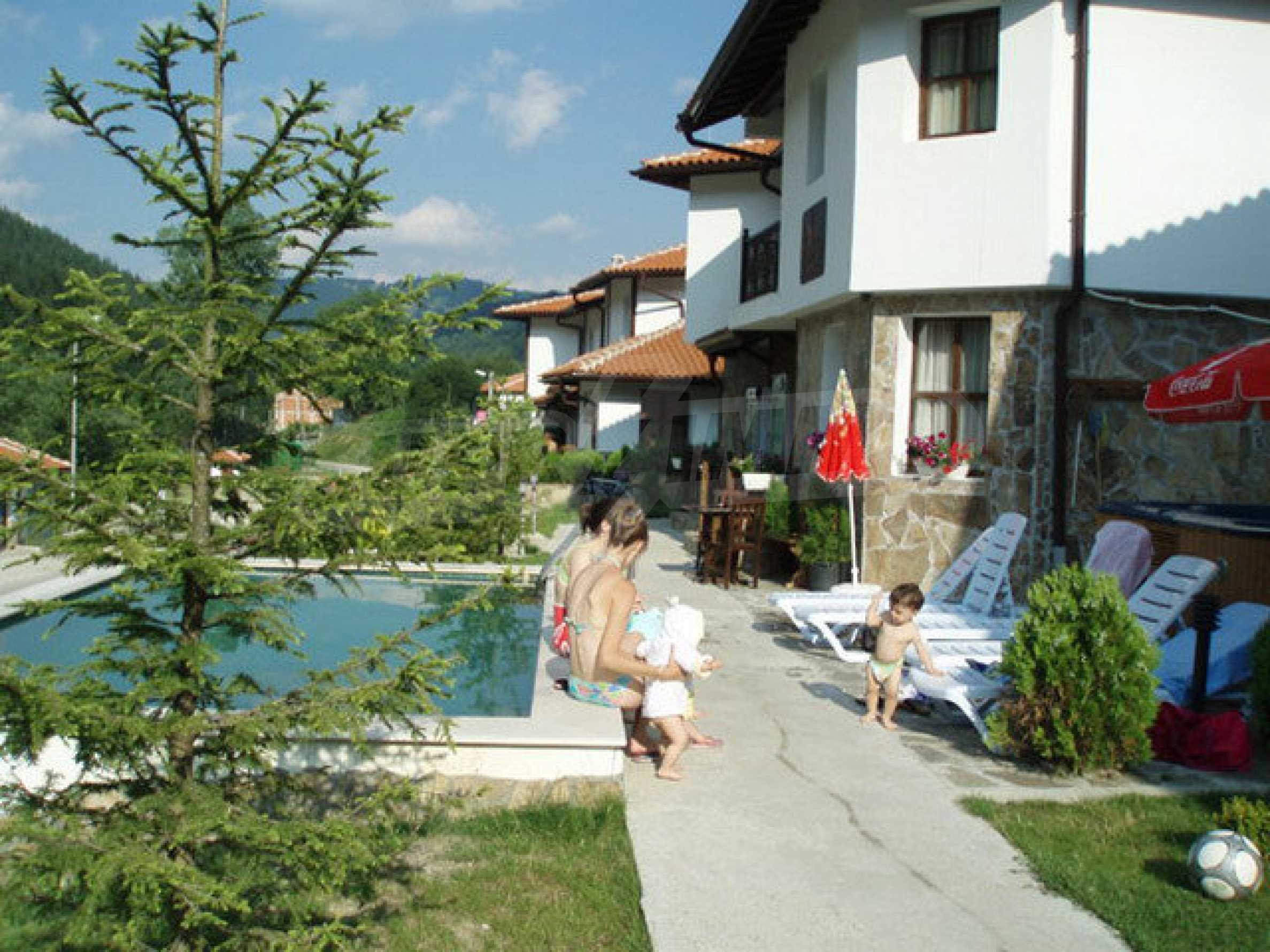 Два гостевых дома в престижном районе с горячими минеральными источниками вблизи  города Троян 33