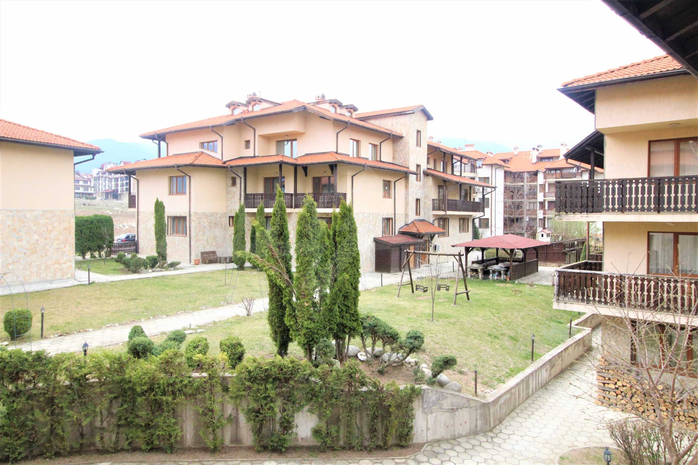 Four-bedroom apartment in Top Lodge complex