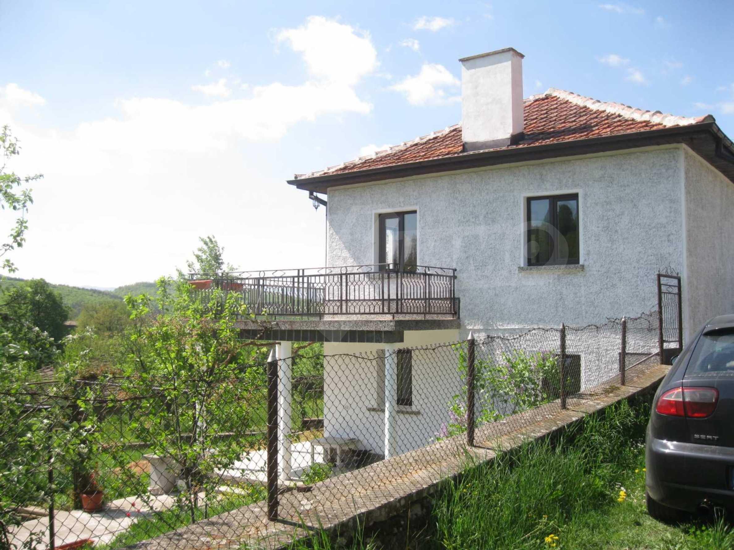 Обзаведена голяма двуетажна къща в село на 9 км от Габрово 1
