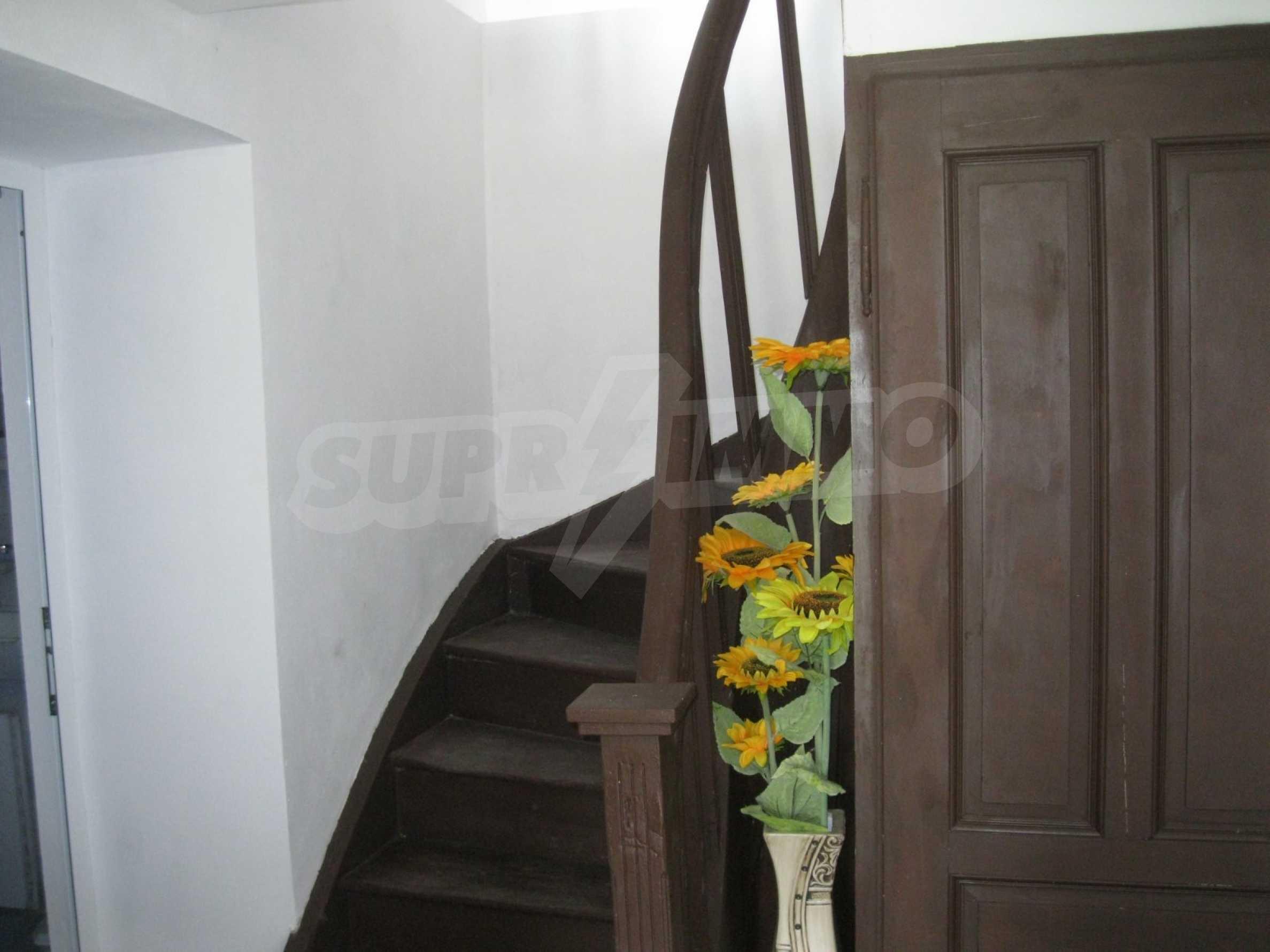 Обзаведена голяма двуетажна къща в село на 9 км от Габрово 21