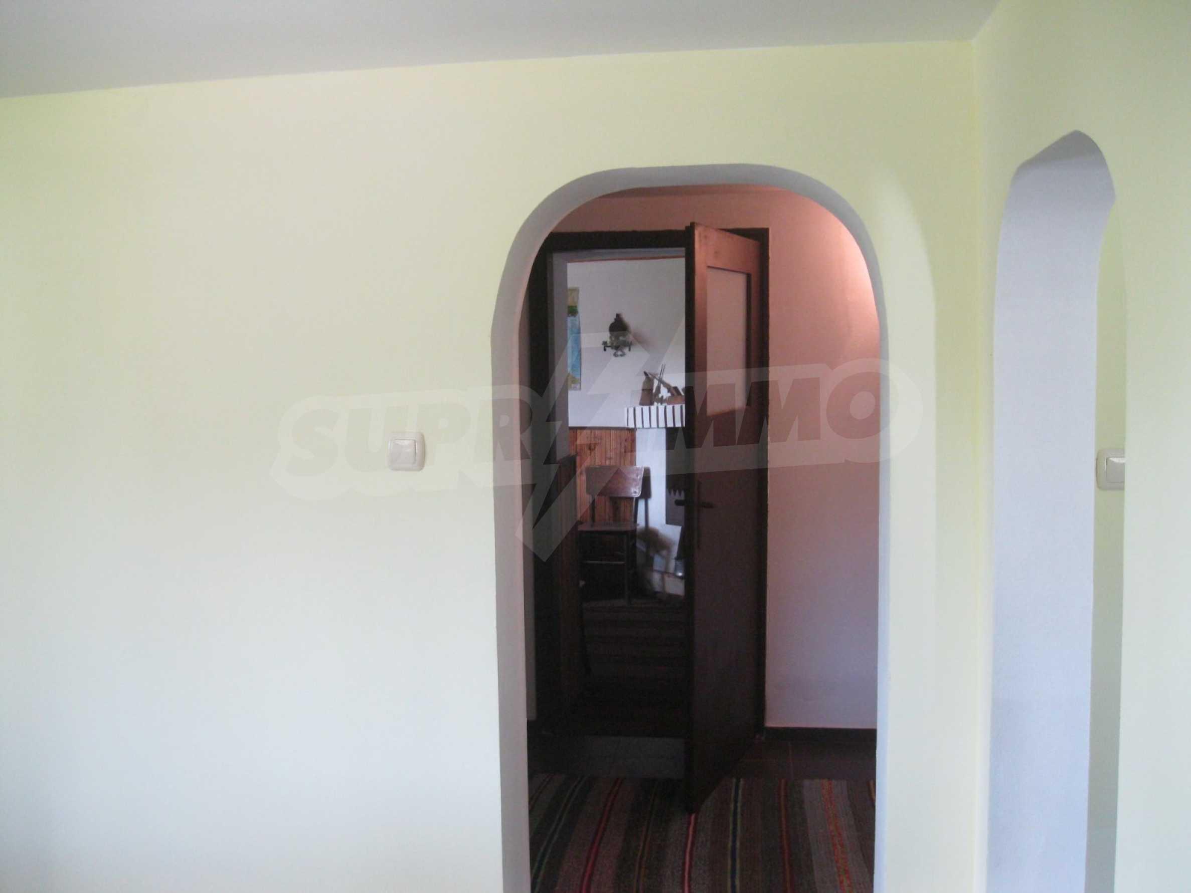 Обзаведена голяма двуетажна къща в село на 9 км от Габрово 33