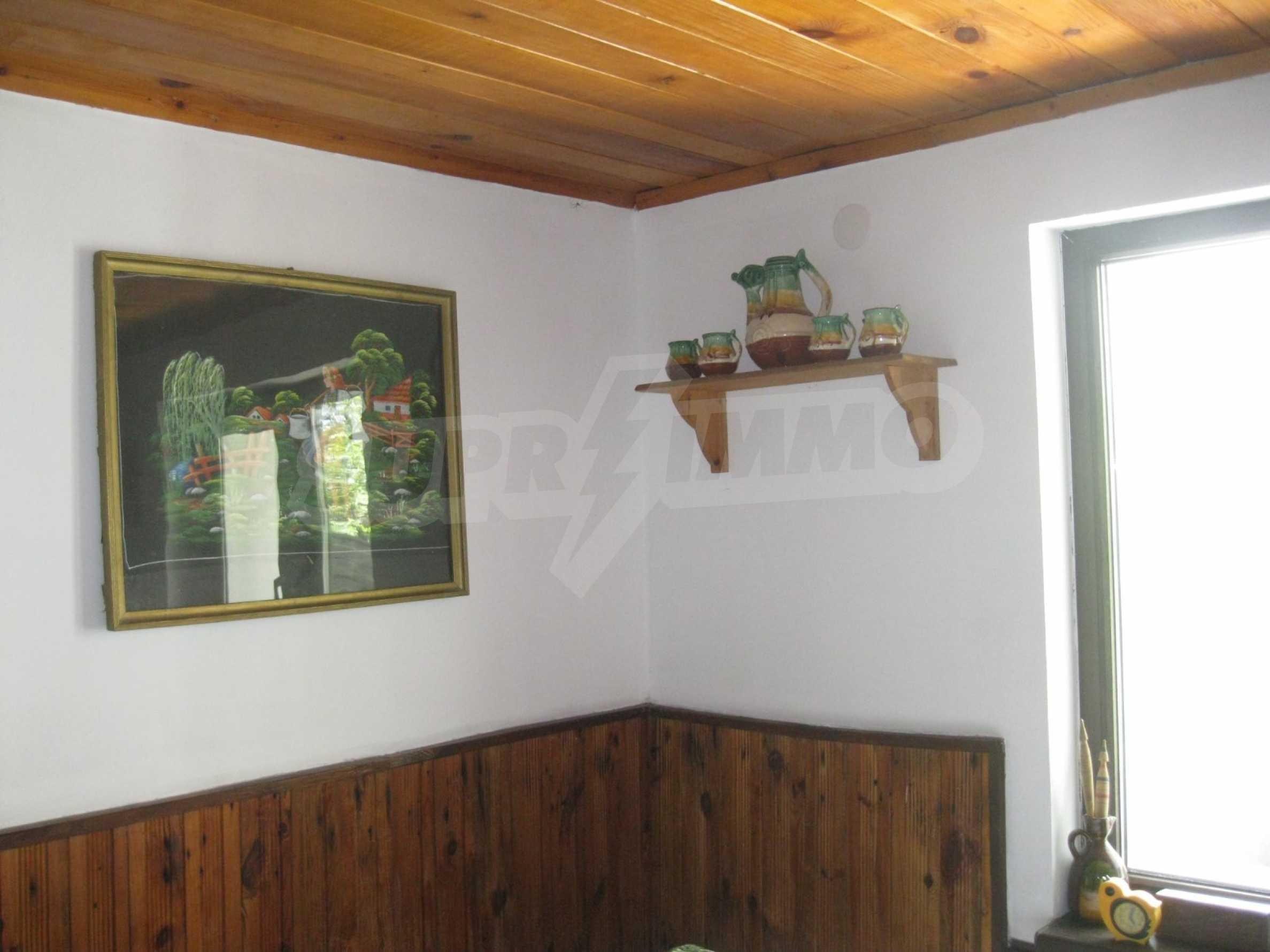 Обзаведена голяма двуетажна къща в село на 9 км от Габрово 34