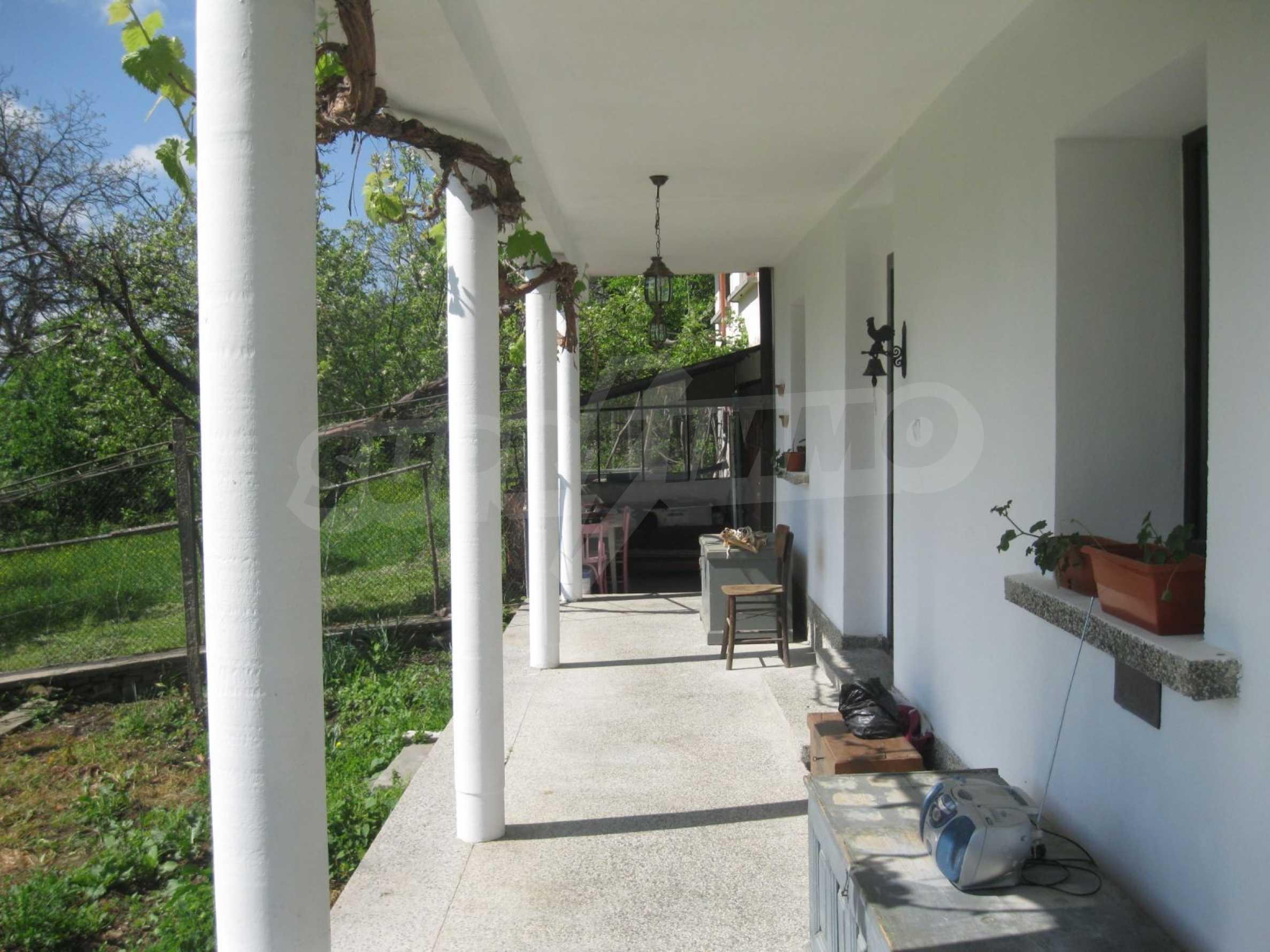 Обзаведена голяма двуетажна къща в село на 9 км от Габрово 39
