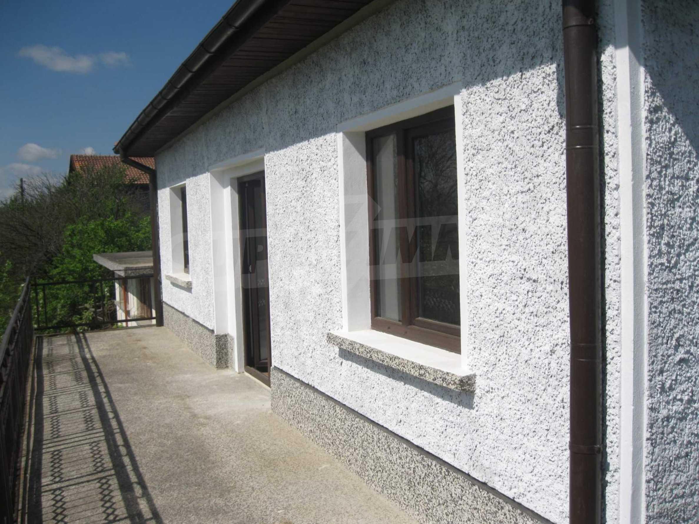 Обзаведена голяма двуетажна къща в село на 9 км от Габрово 40