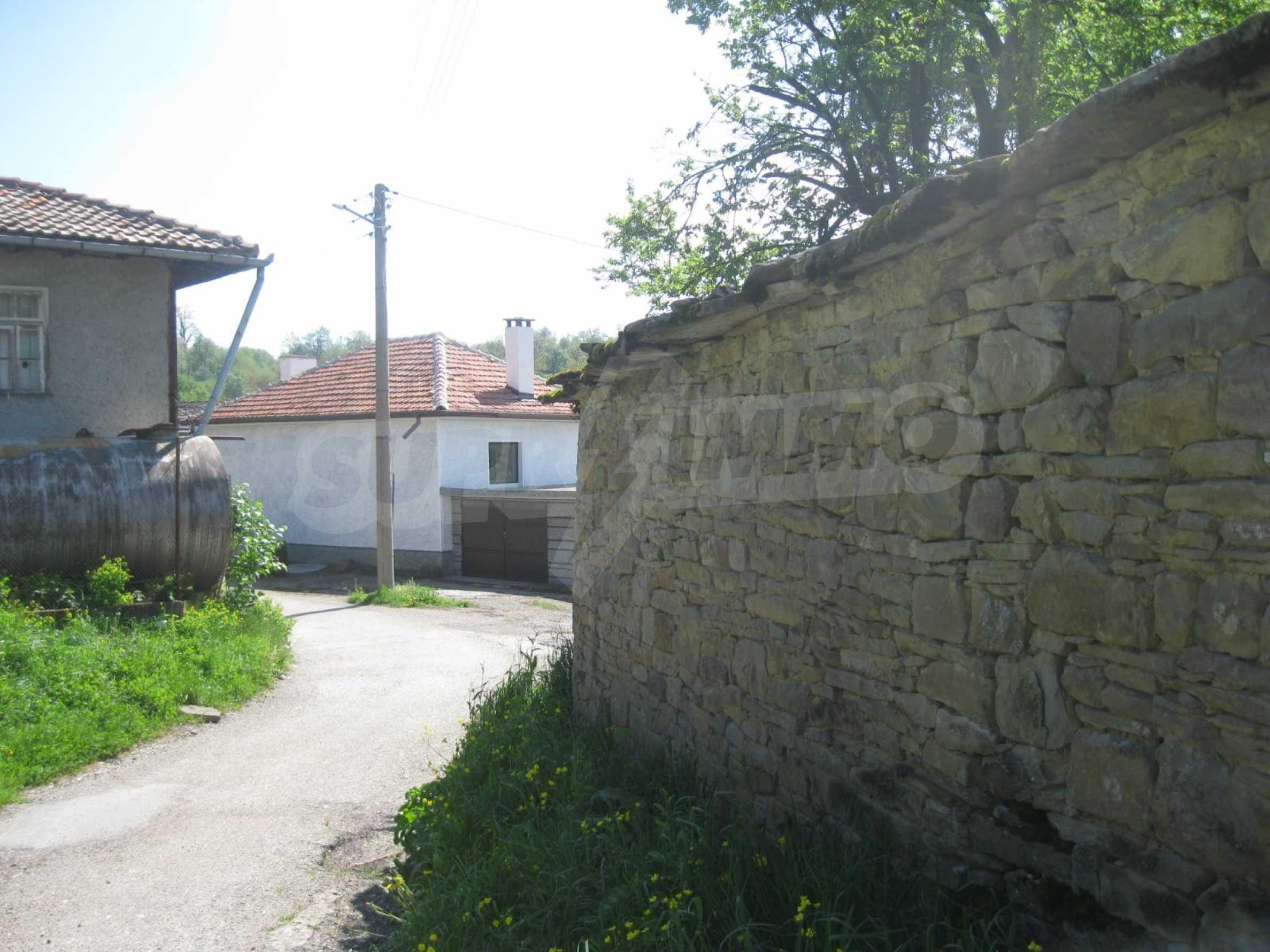Обзаведена голяма двуетажна къща в село на 9 км от Габрово 45