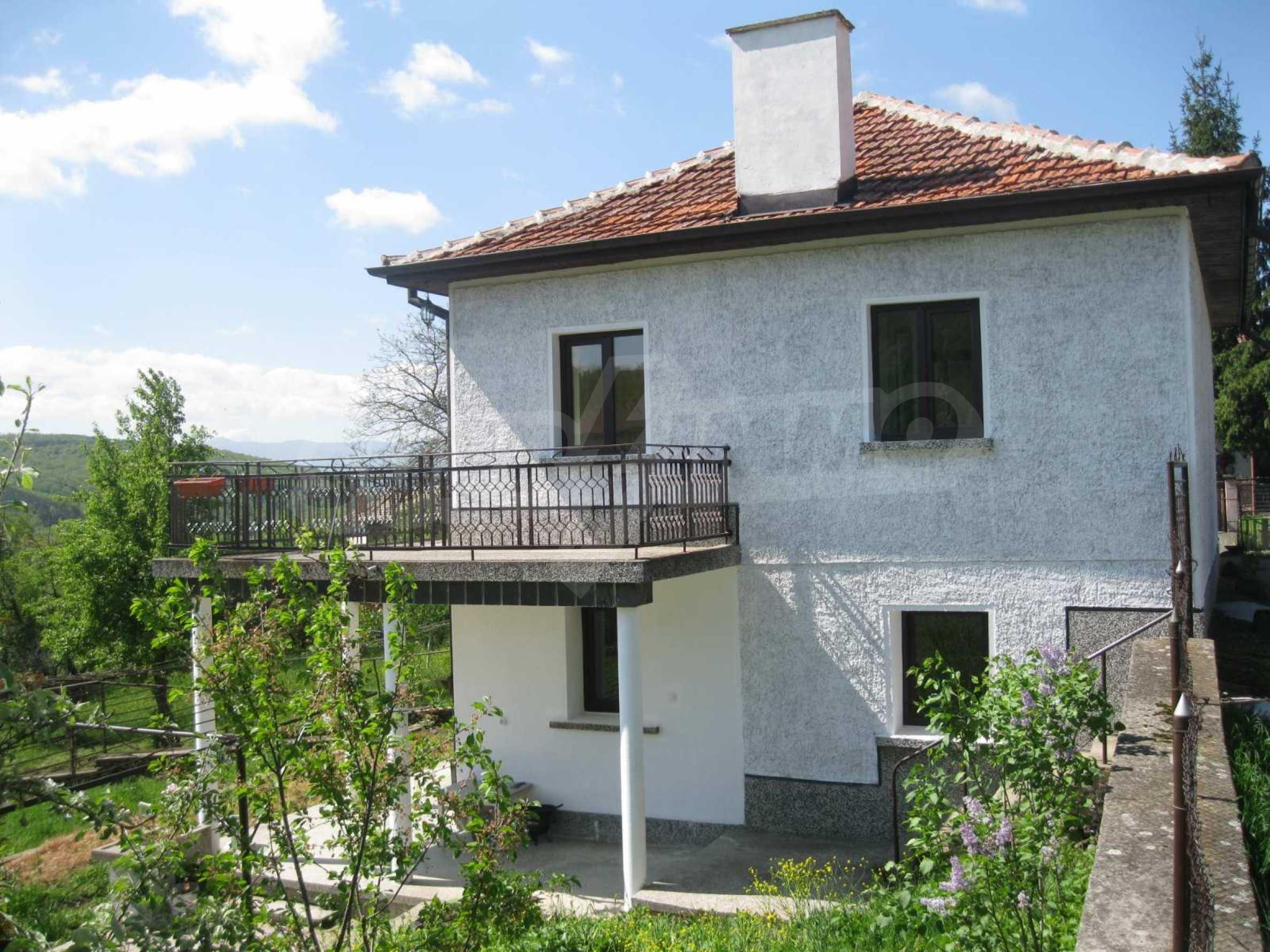 Обзаведена голяма двуетажна къща в село на 9 км от Габрово 6