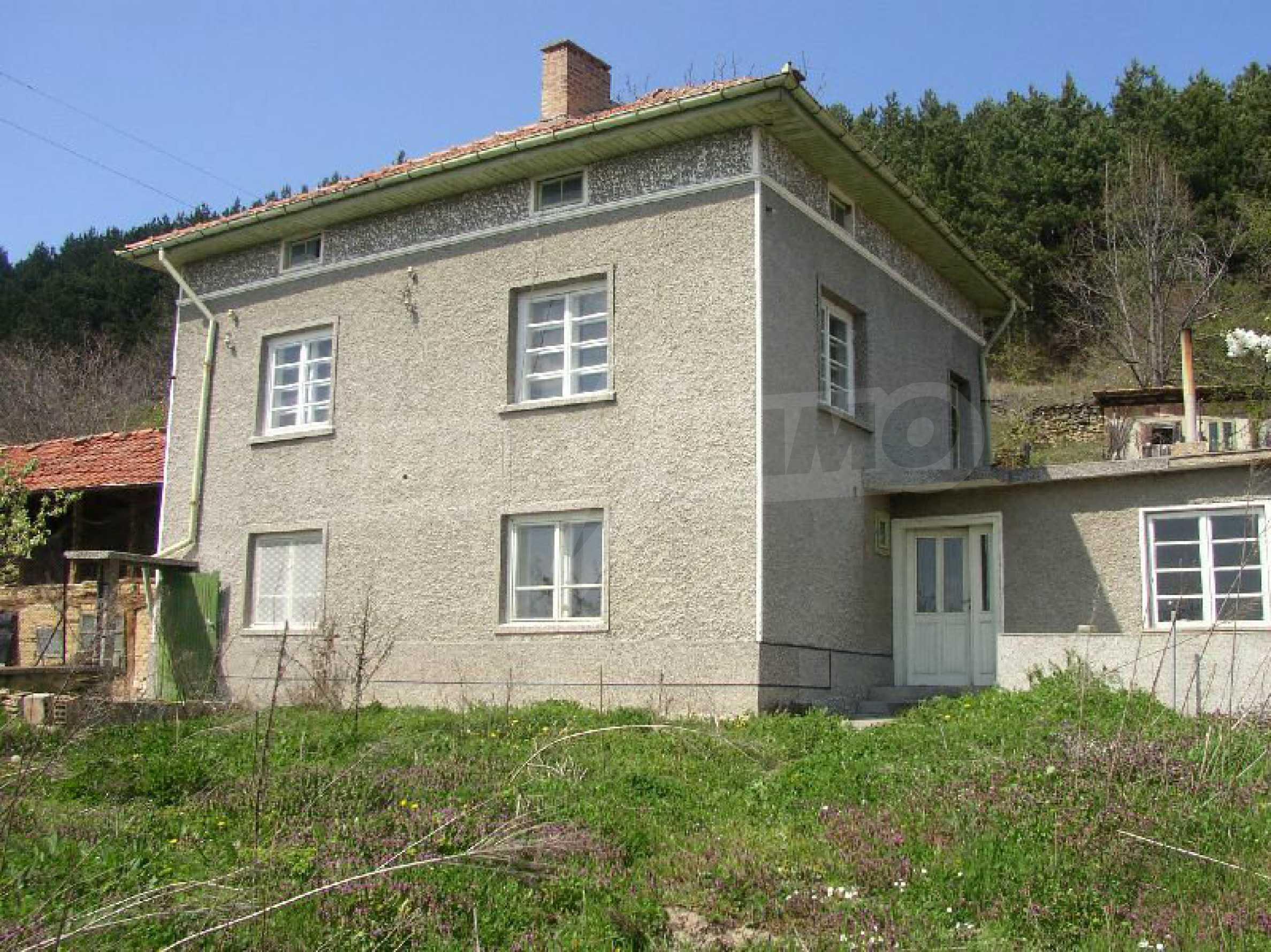 Solides zweistöckiges Haus in ausgezeichnetem Zustand auf dem Dryanovo-Balkan