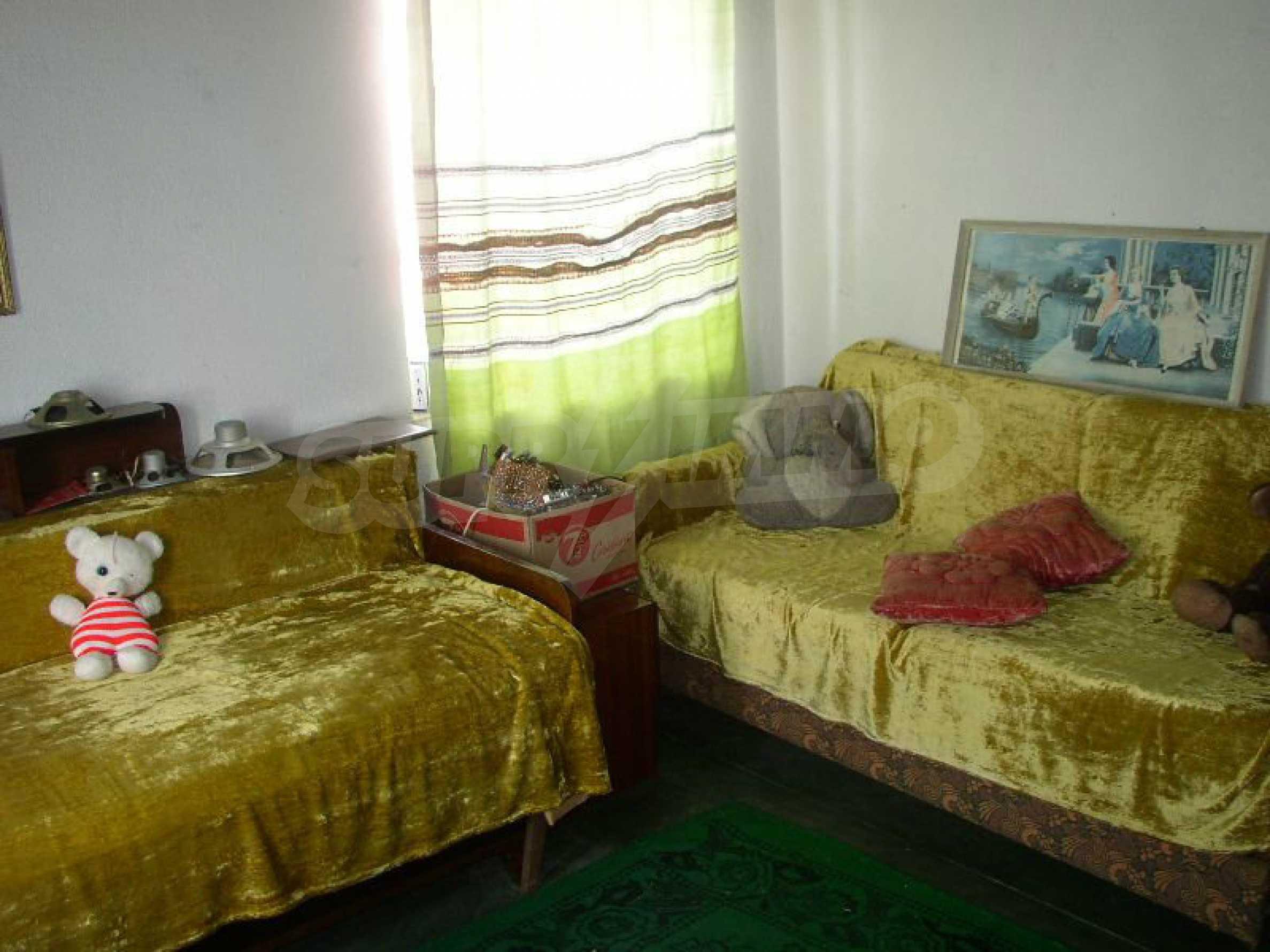 Solides zweistöckiges Haus in ausgezeichnetem Zustand auf dem Dryanovo-Balkan 12