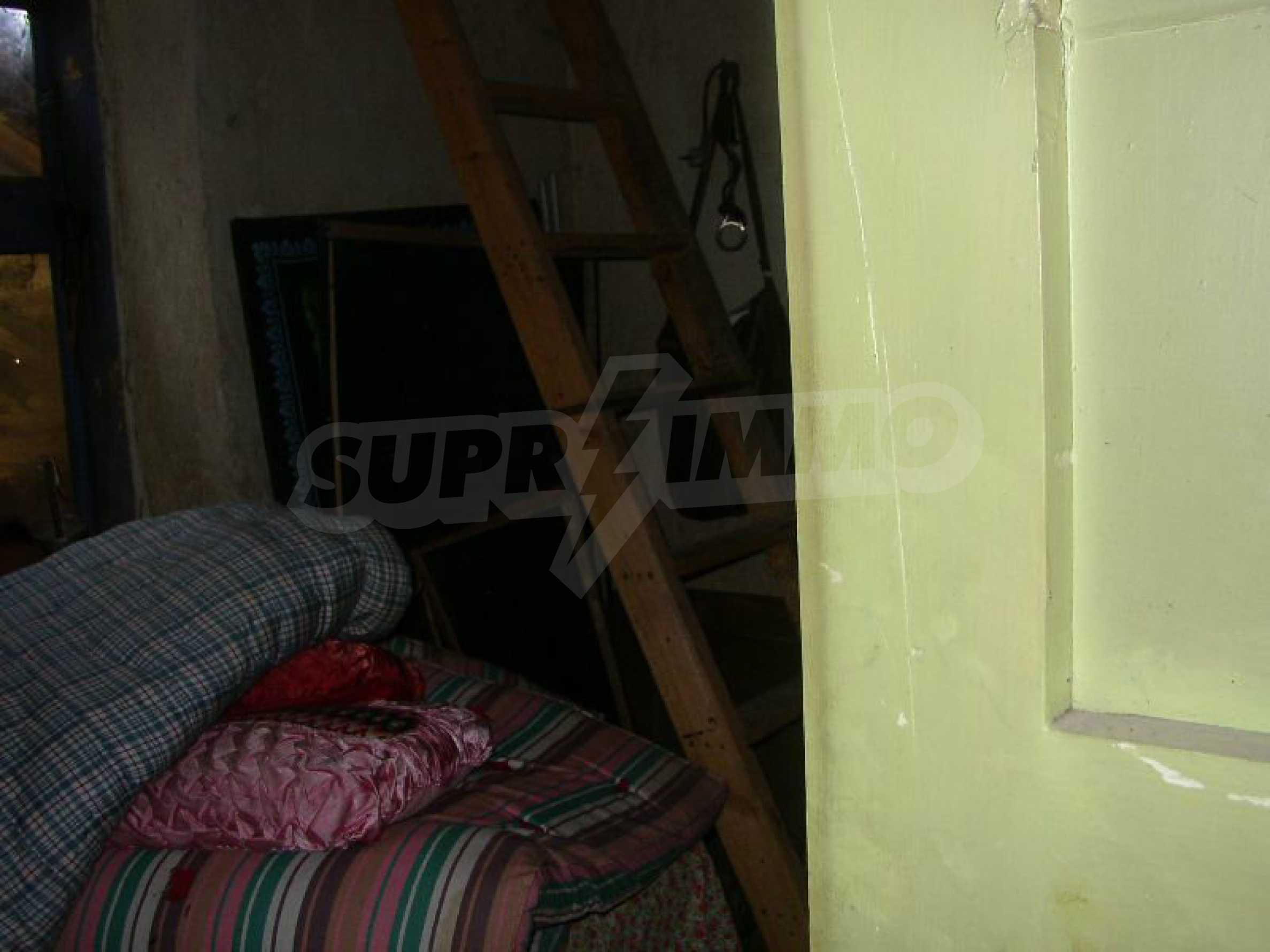 Solides zweistöckiges Haus in ausgezeichnetem Zustand auf dem Dryanovo-Balkan 13