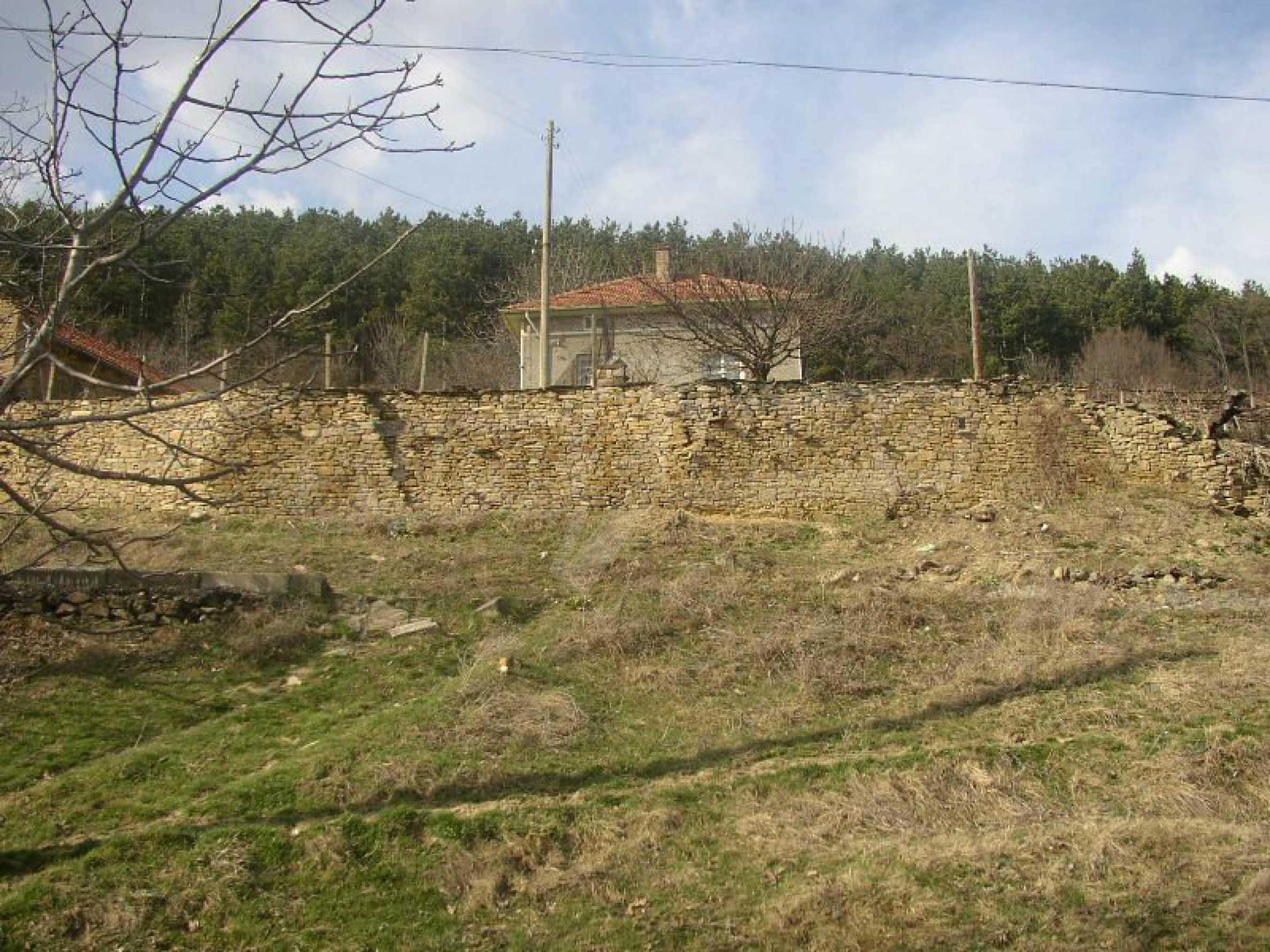 Solides zweistöckiges Haus in ausgezeichnetem Zustand auf dem Dryanovo-Balkan 14
