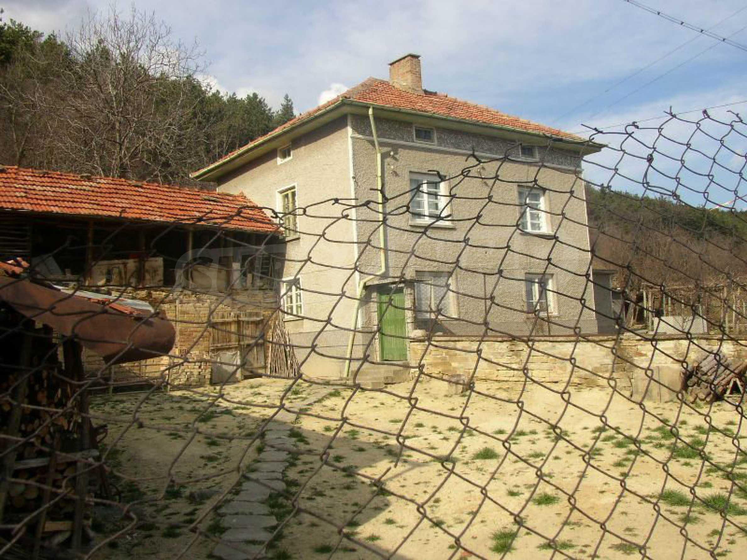 Solides zweistöckiges Haus in ausgezeichnetem Zustand auf dem Dryanovo-Balkan 16