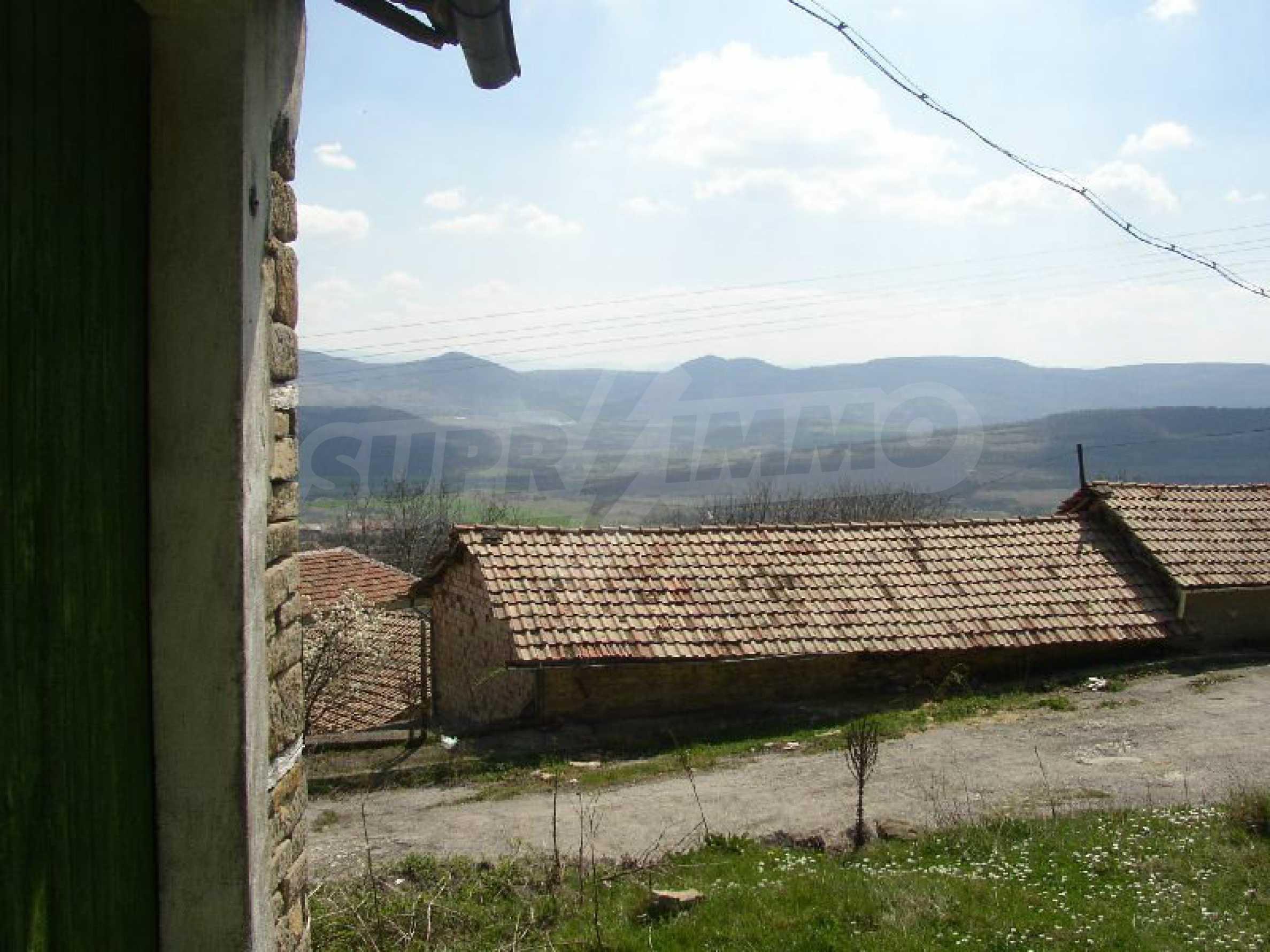 Solides zweistöckiges Haus in ausgezeichnetem Zustand auf dem Dryanovo-Balkan 18