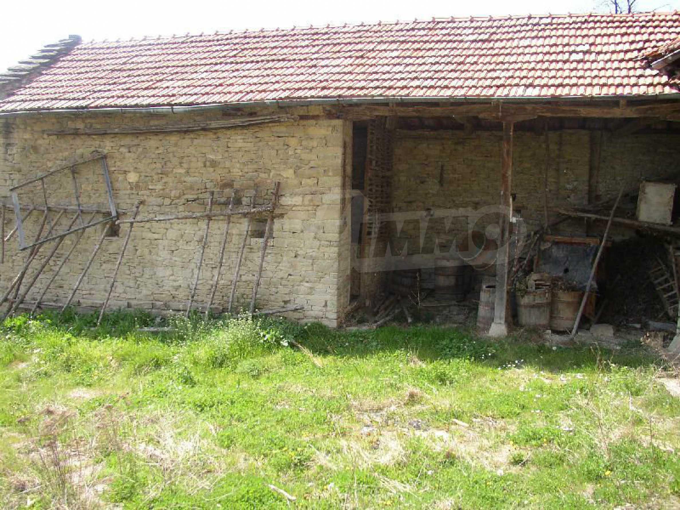 Solides zweistöckiges Haus in ausgezeichnetem Zustand auf dem Dryanovo-Balkan 19
