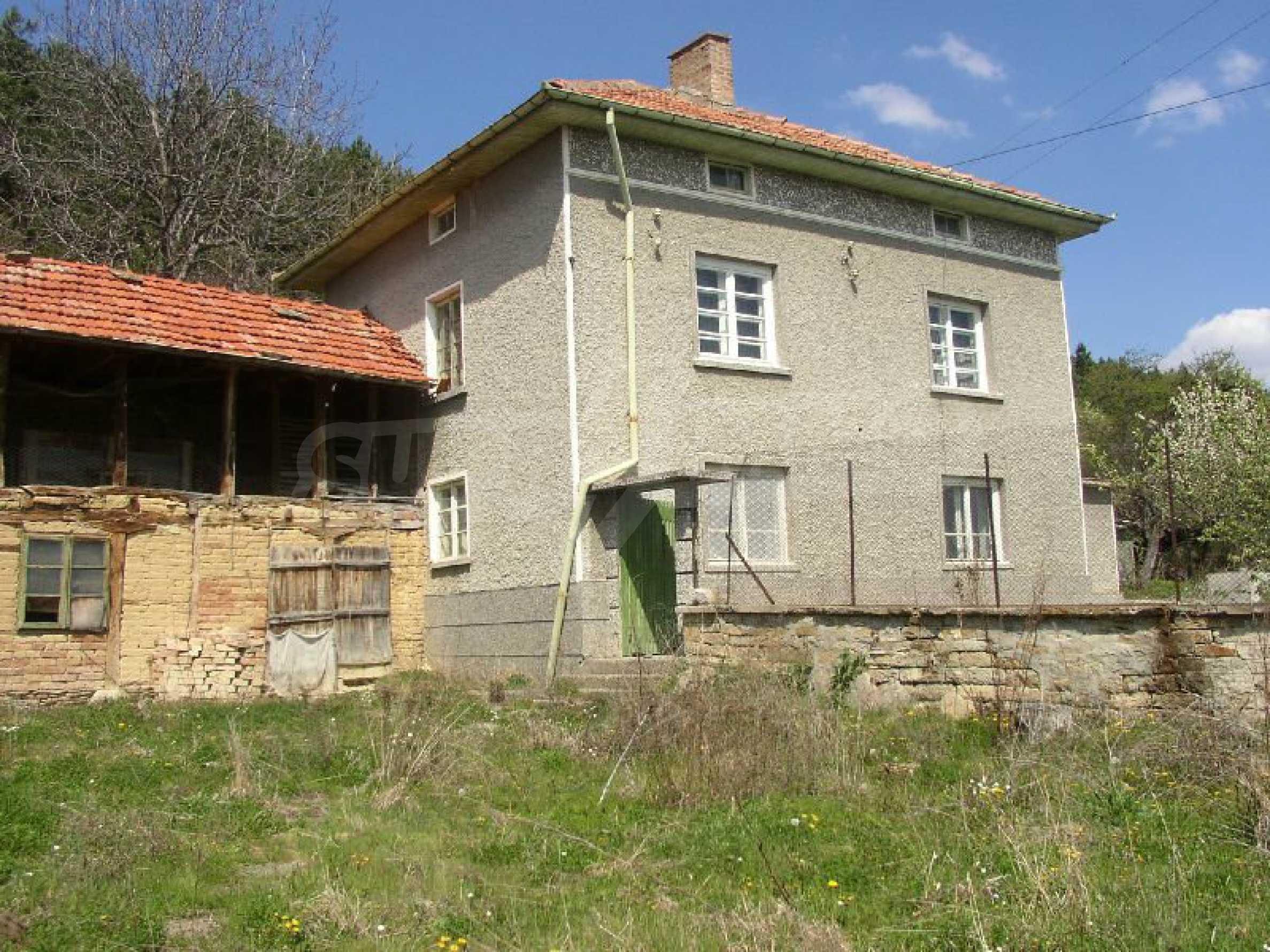 Solides zweistöckiges Haus in ausgezeichnetem Zustand auf dem Dryanovo-Balkan 20