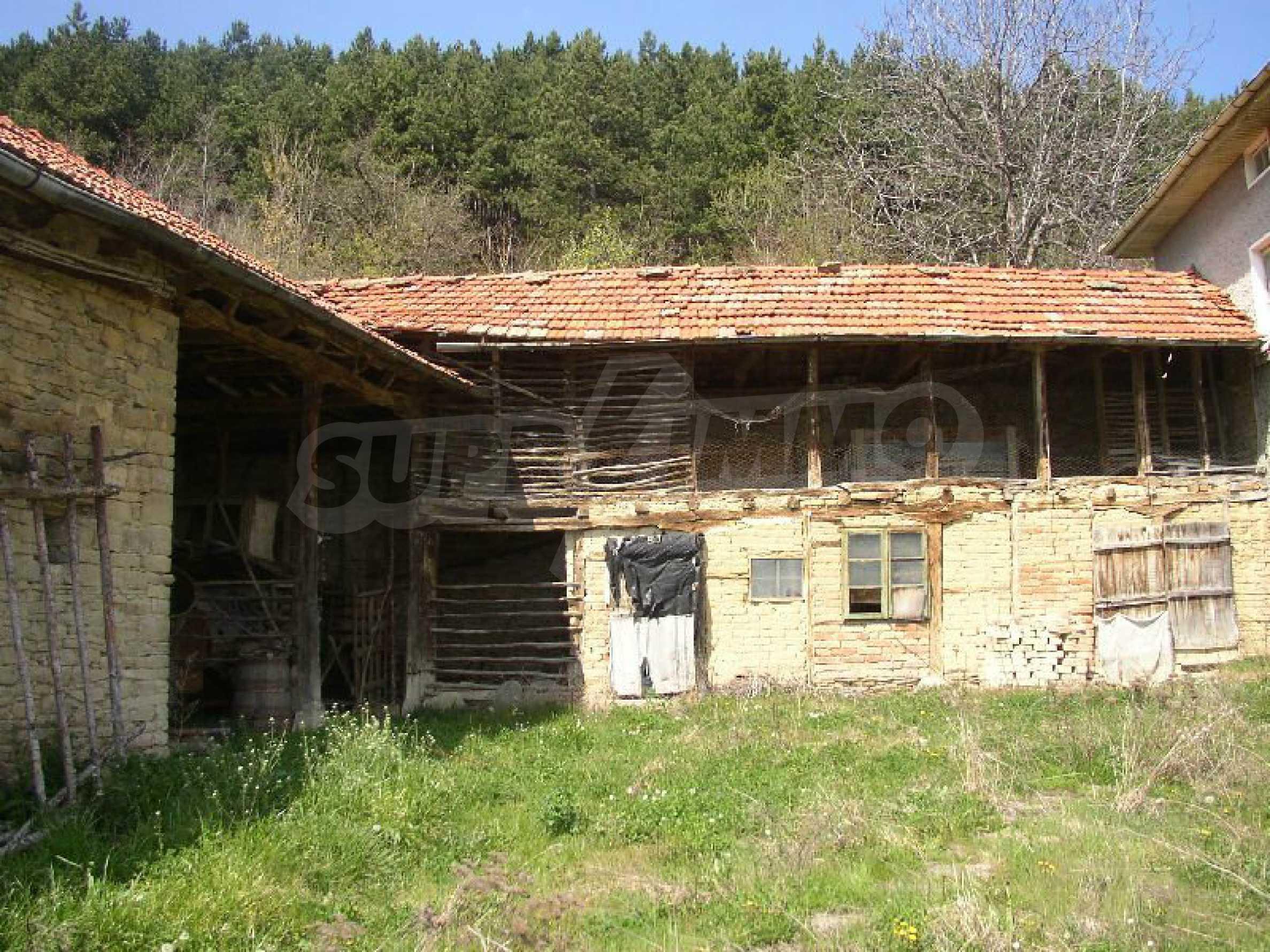 Solides zweistöckiges Haus in ausgezeichnetem Zustand auf dem Dryanovo-Balkan 21