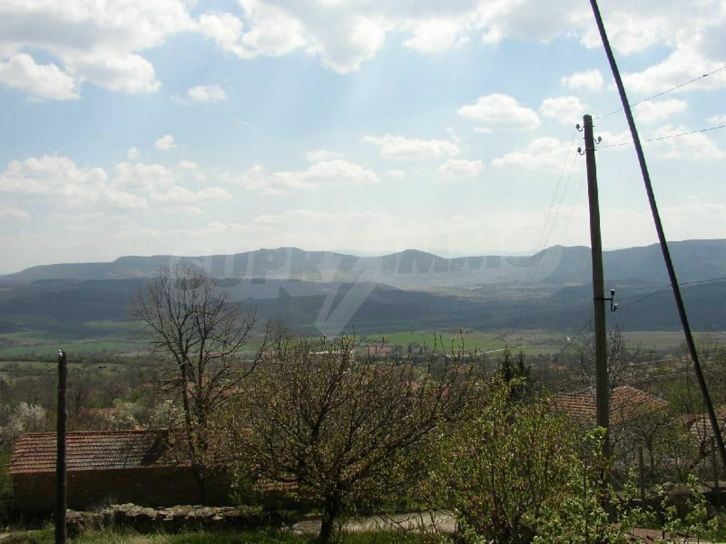 Solides zweistöckiges Haus in ausgezeichnetem Zustand auf dem Dryanovo-Balkan 22