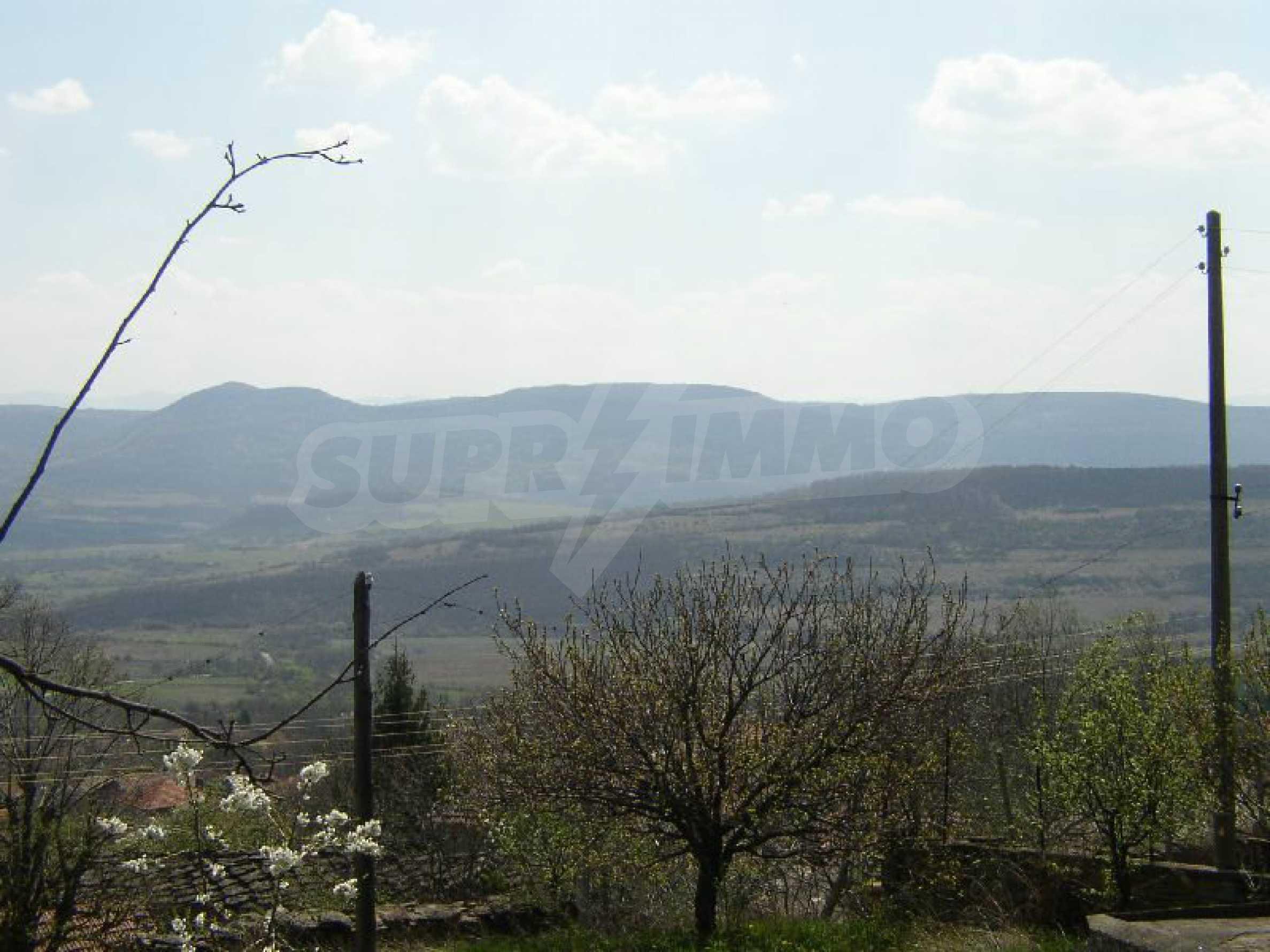 Solides zweistöckiges Haus in ausgezeichnetem Zustand auf dem Dryanovo-Balkan 25