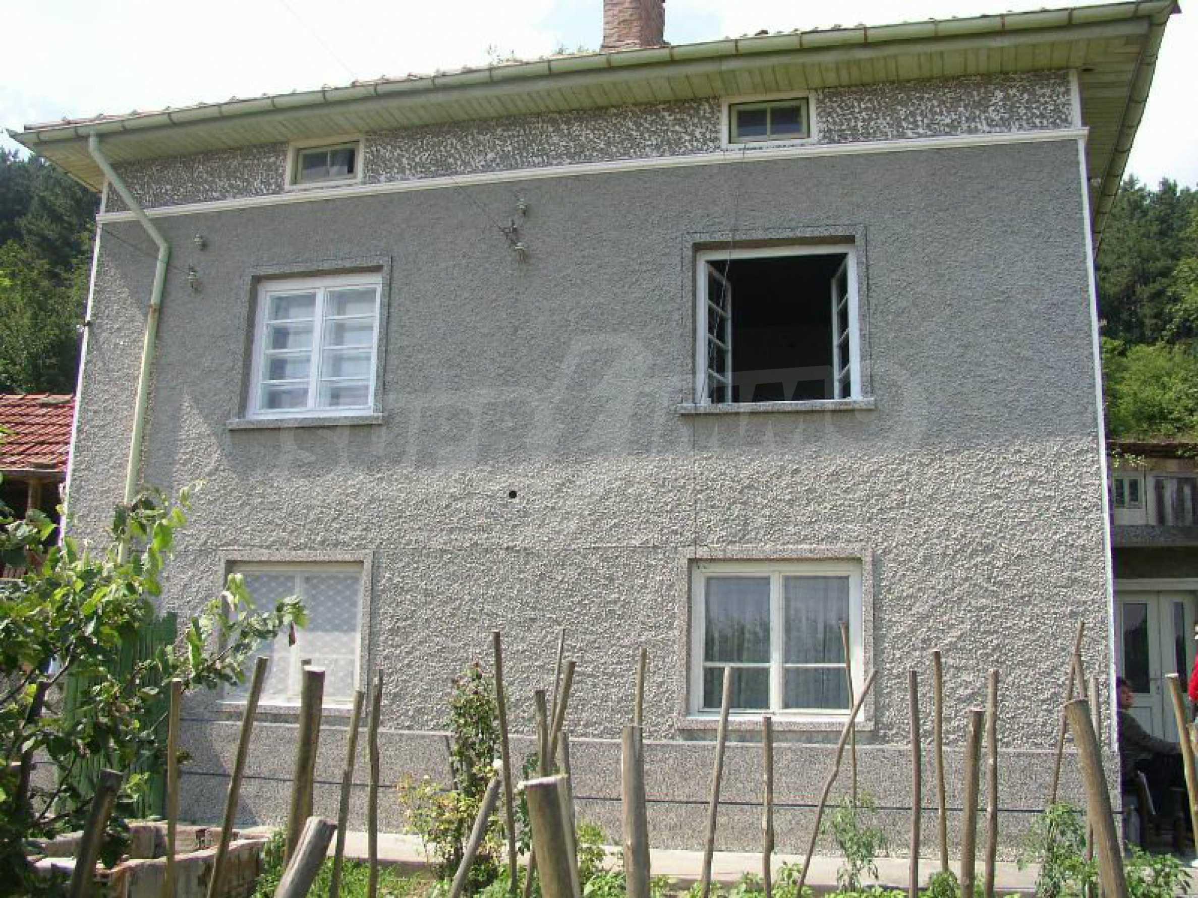 Solides zweistöckiges Haus in ausgezeichnetem Zustand auf dem Dryanovo-Balkan 26