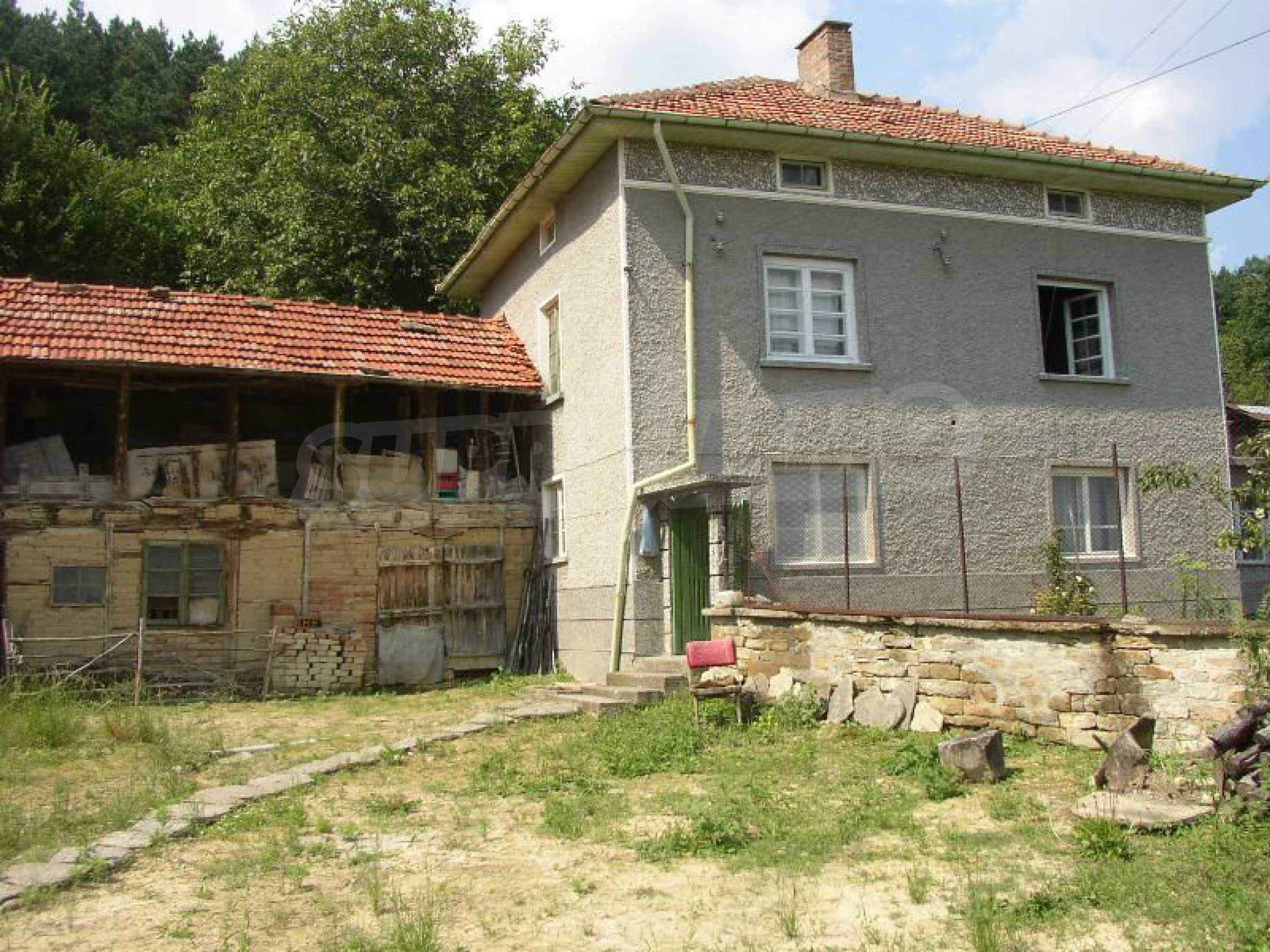 Solides zweistöckiges Haus in ausgezeichnetem Zustand auf dem Dryanovo-Balkan 28