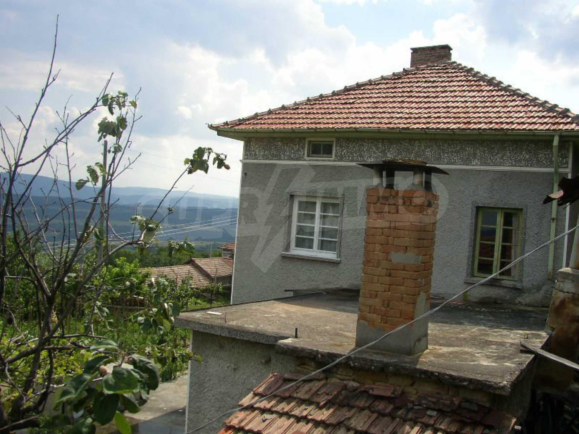 Solides zweistöckiges Haus in ausgezeichnetem Zustand auf dem Dryanovo-Balkan 32