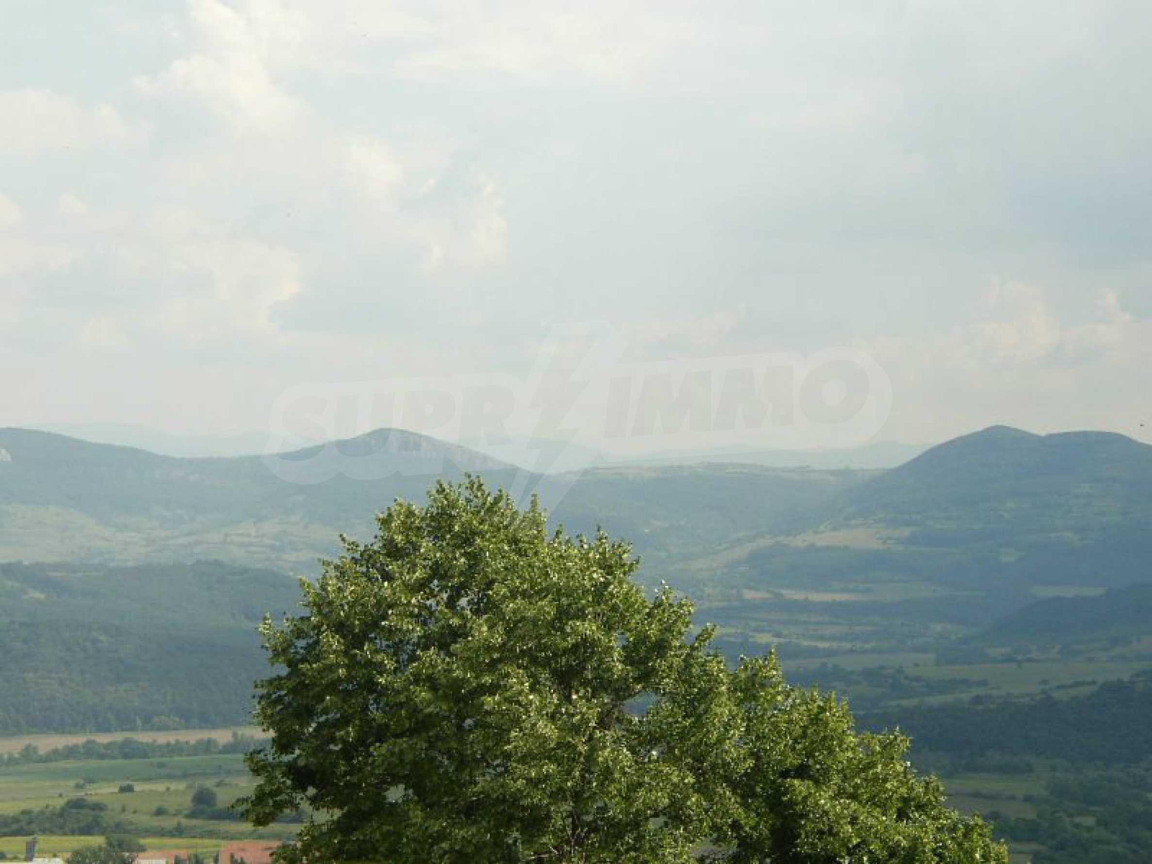 Solides zweistöckiges Haus in ausgezeichnetem Zustand auf dem Dryanovo-Balkan 33