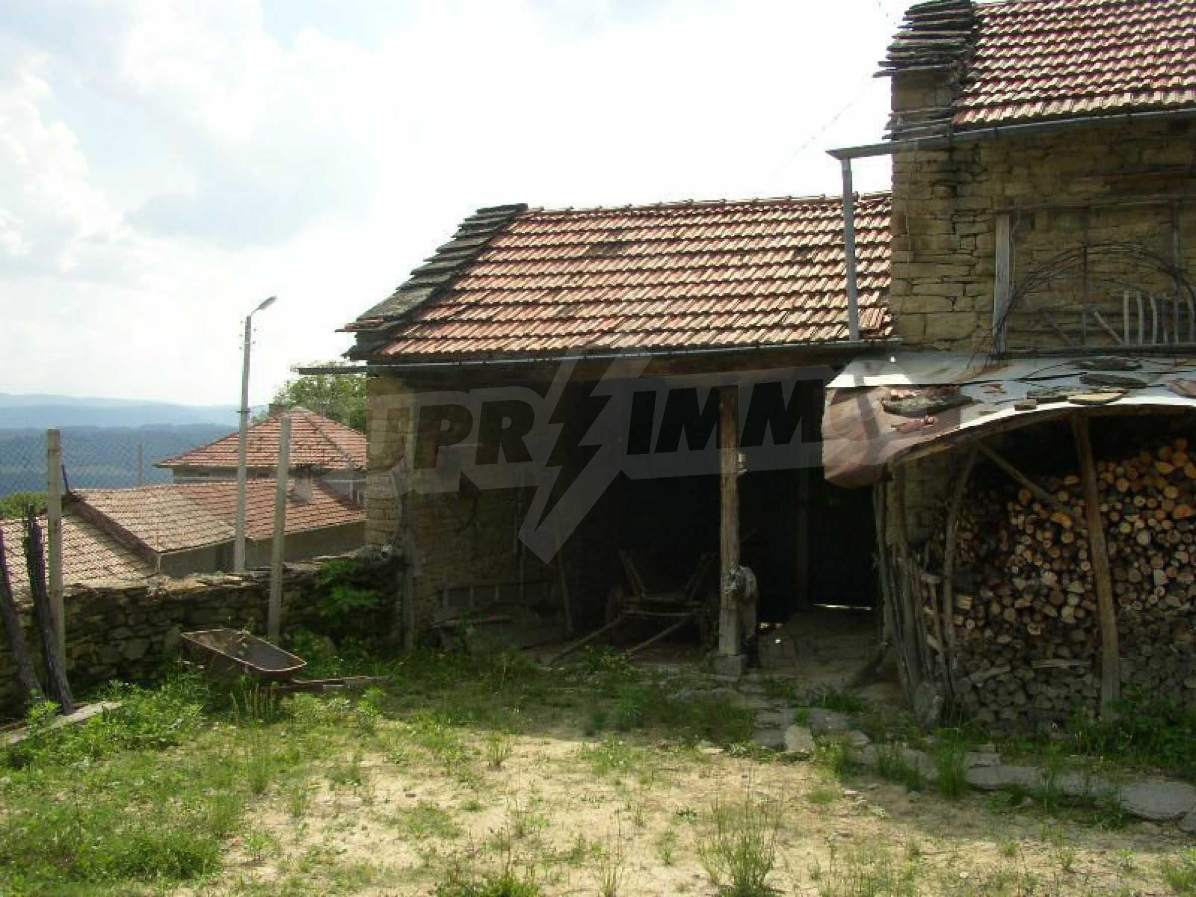 Solides zweistöckiges Haus in ausgezeichnetem Zustand auf dem Dryanovo-Balkan 35