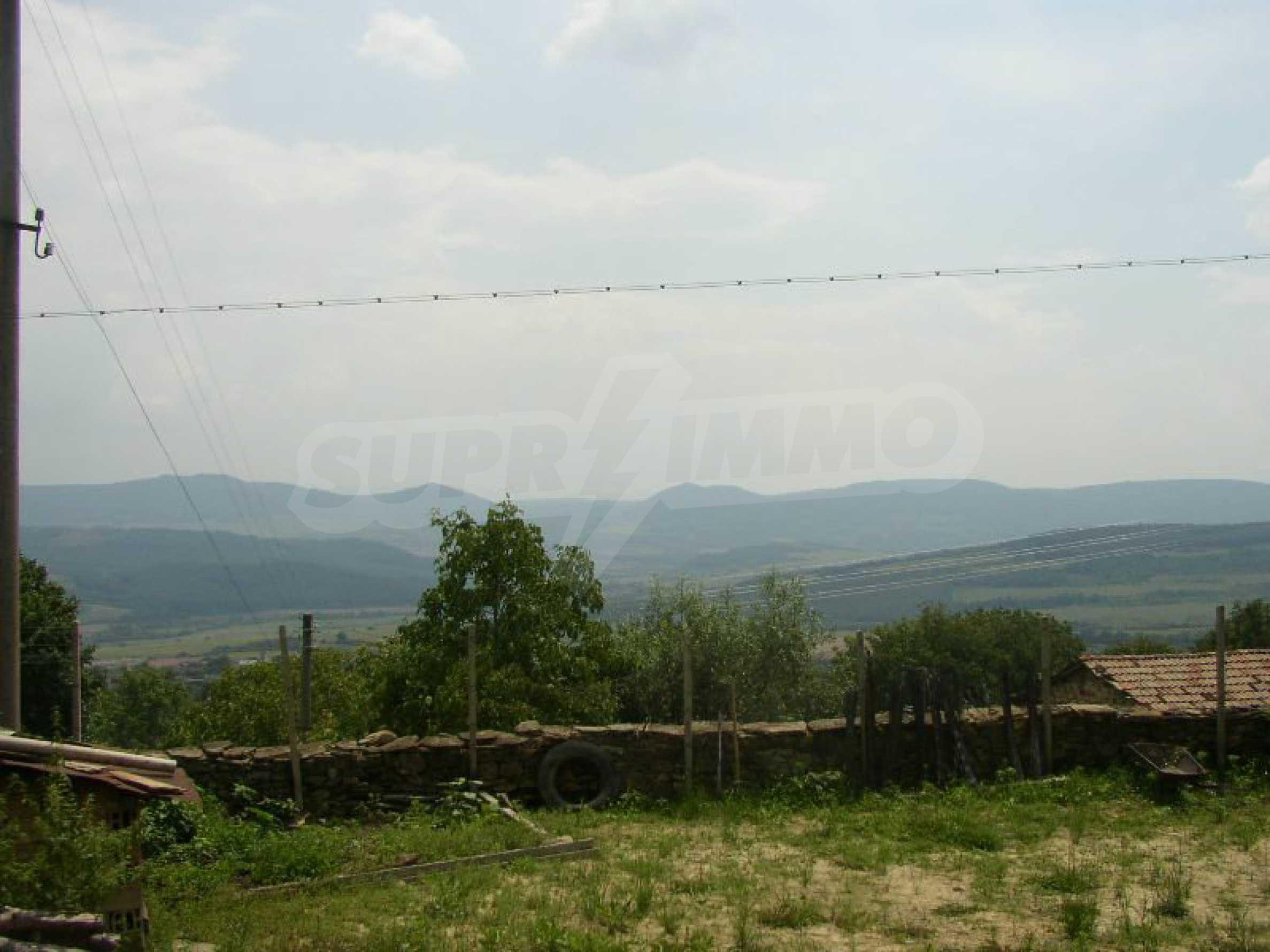 Solides zweistöckiges Haus in ausgezeichnetem Zustand auf dem Dryanovo-Balkan 36
