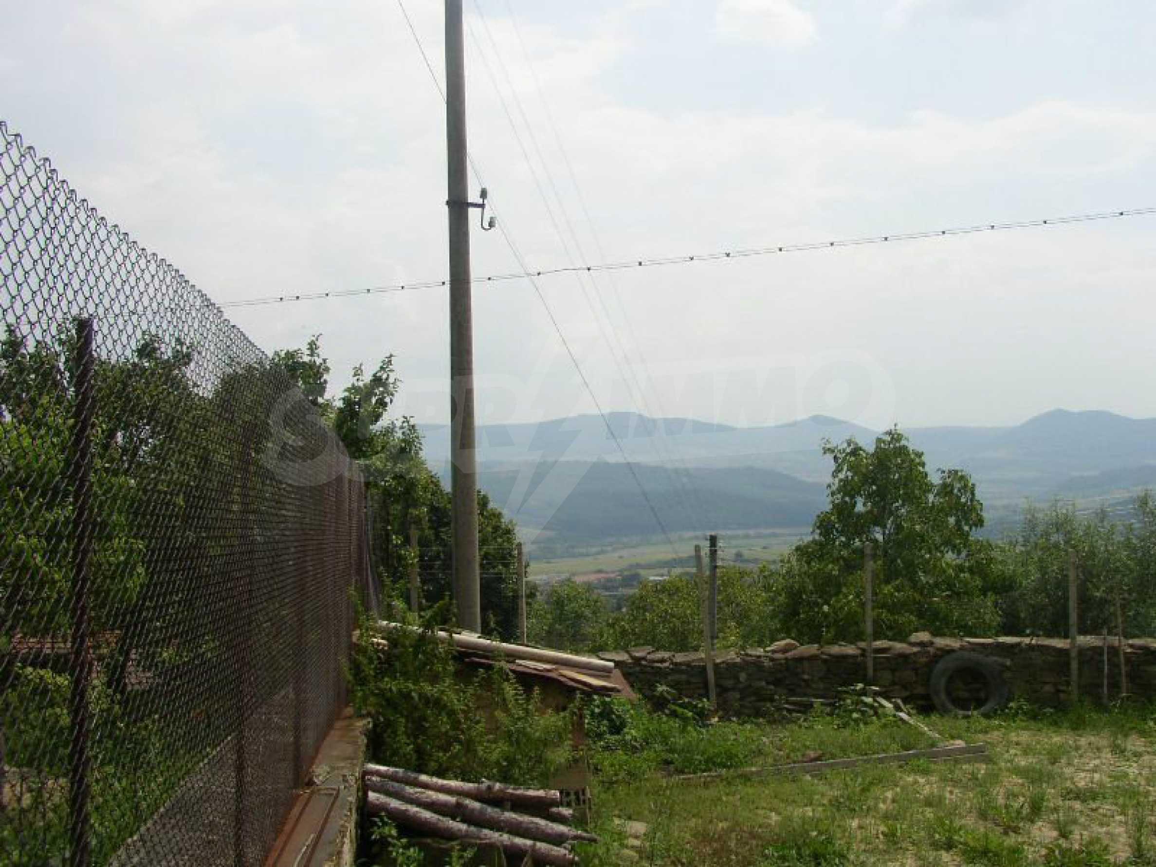Solides zweistöckiges Haus in ausgezeichnetem Zustand auf dem Dryanovo-Balkan 37