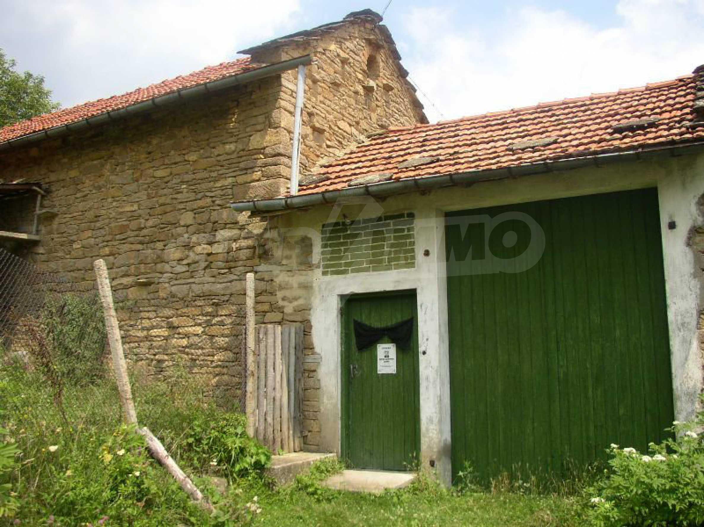 Solides zweistöckiges Haus in ausgezeichnetem Zustand auf dem Dryanovo-Balkan 38