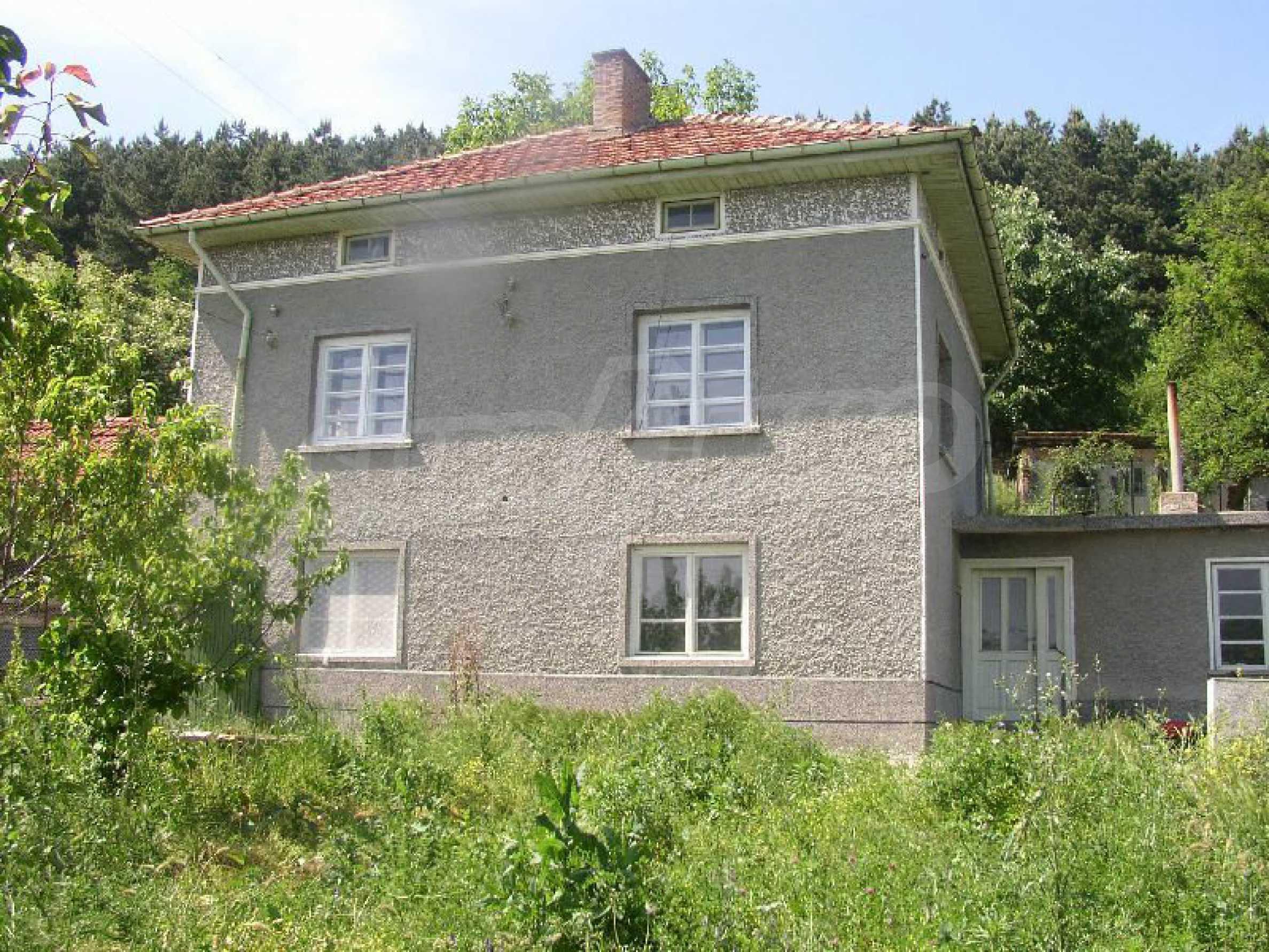 Solides zweistöckiges Haus in ausgezeichnetem Zustand auf dem Dryanovo-Balkan 39
