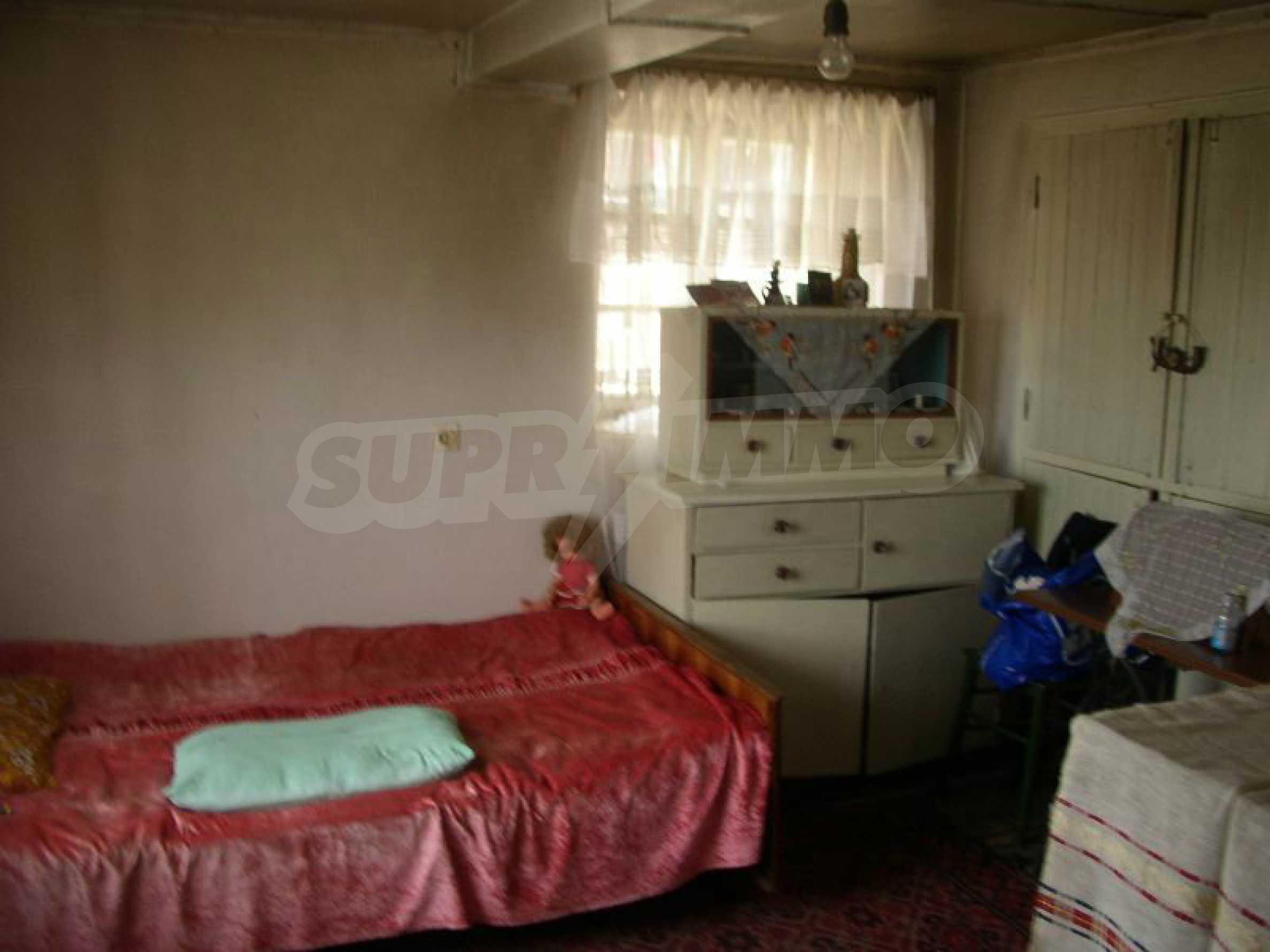 Solides zweistöckiges Haus in ausgezeichnetem Zustand auf dem Dryanovo-Balkan 4