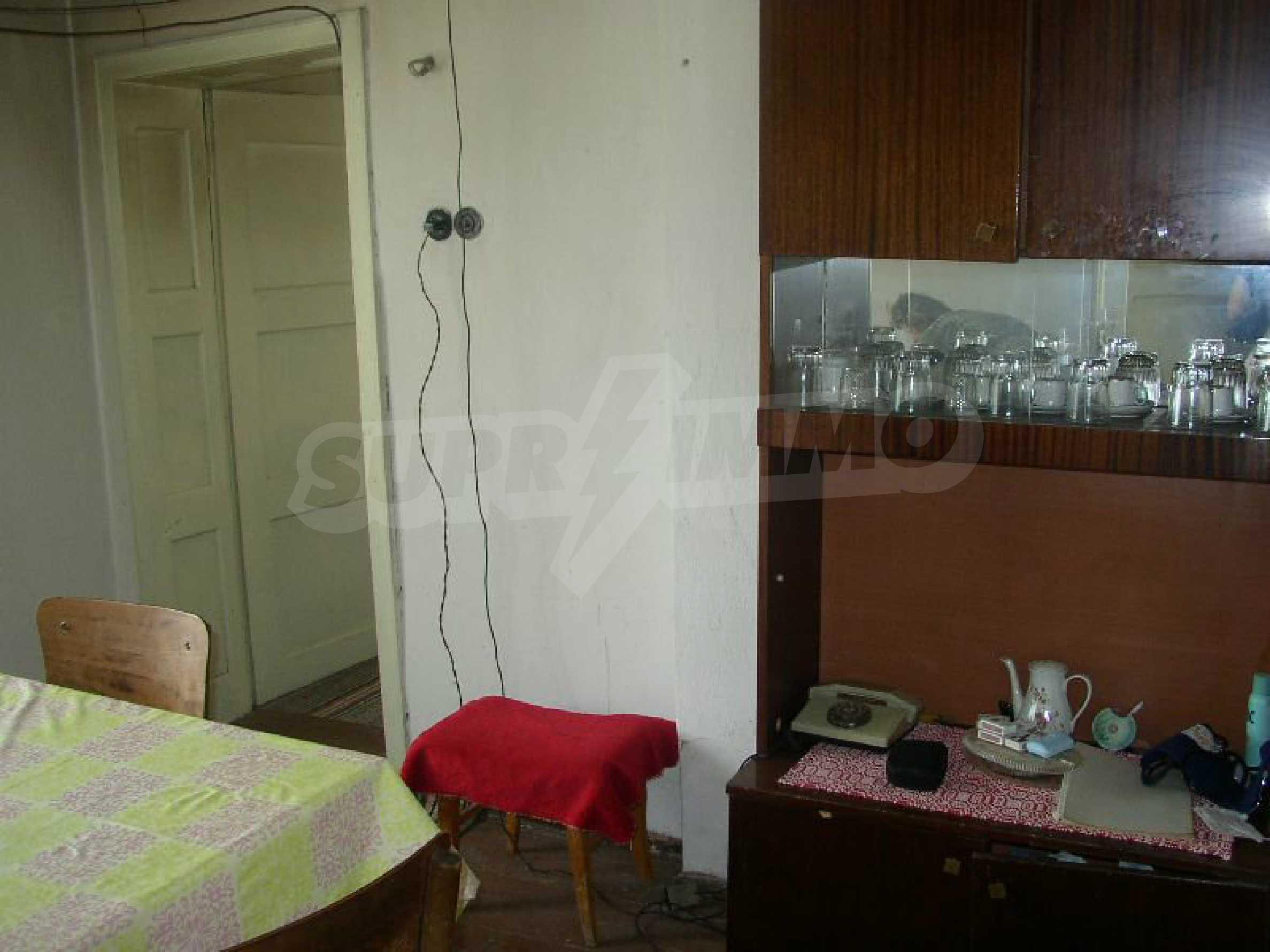 Solides zweistöckiges Haus in ausgezeichnetem Zustand auf dem Dryanovo-Balkan 5
