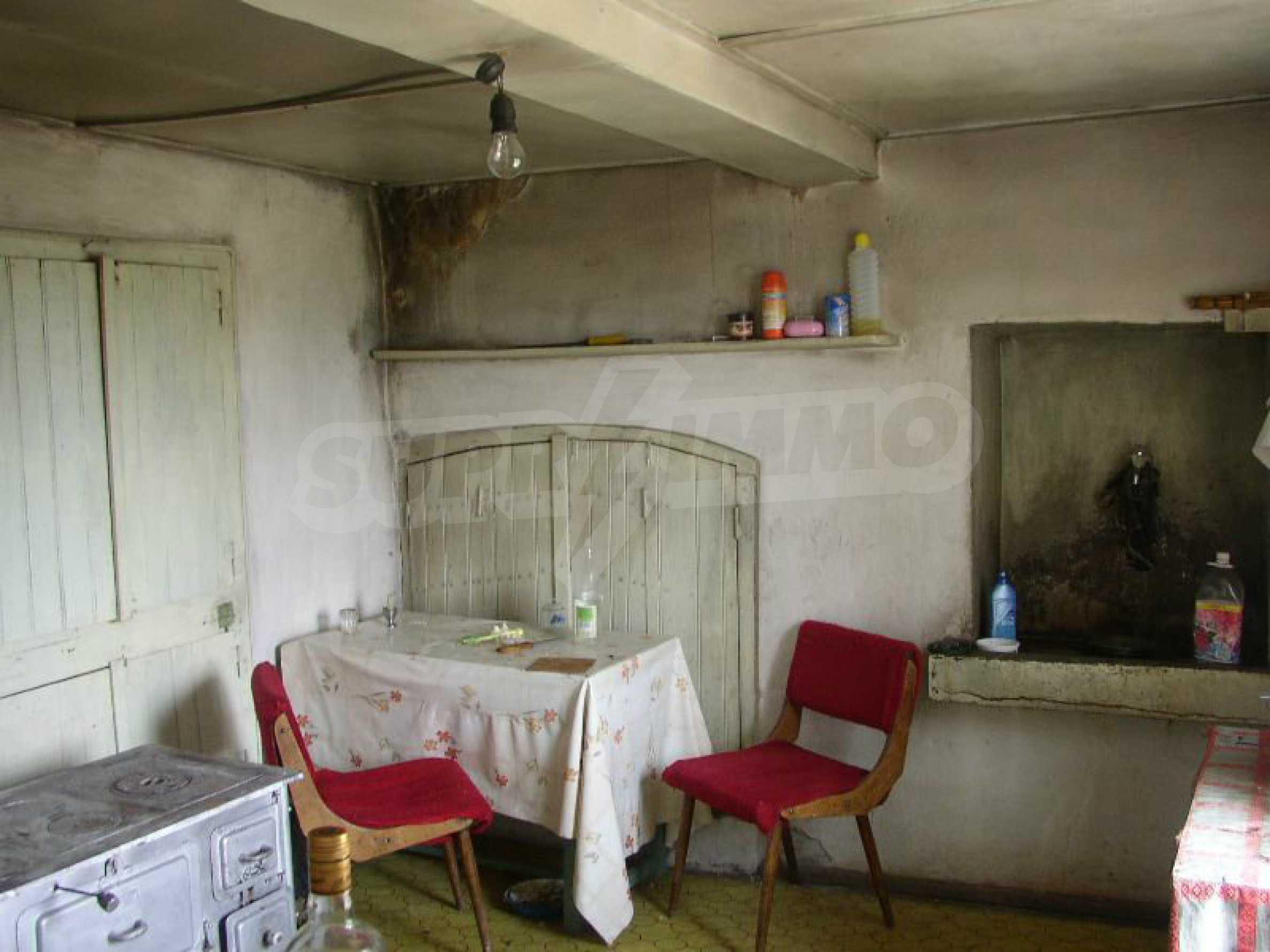 Solides zweistöckiges Haus in ausgezeichnetem Zustand auf dem Dryanovo-Balkan 7