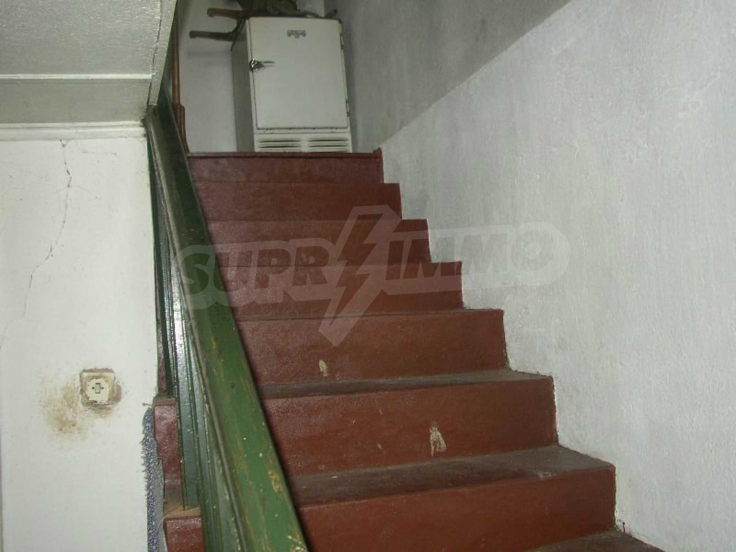 Solides zweistöckiges Haus in ausgezeichnetem Zustand auf dem Dryanovo-Balkan 8