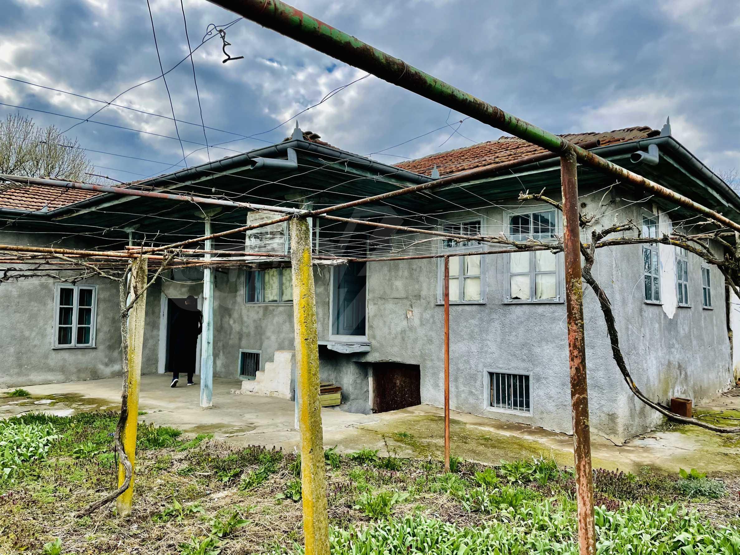 Einstöckiges Haus mit großem Garten in einem Dorf 26 km von Veliko Tarnovo entfernt
