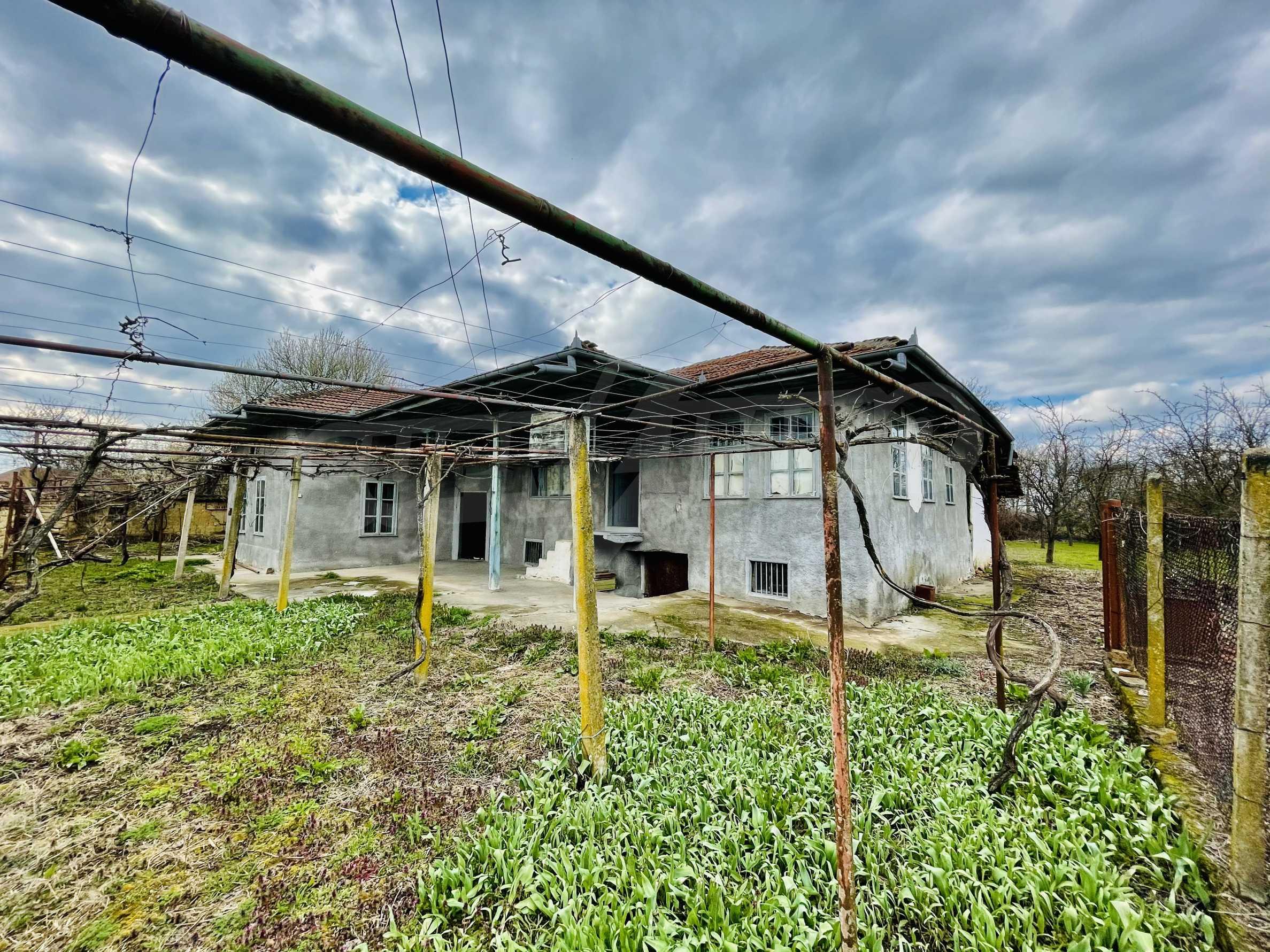 Einstöckiges Haus mit großem Garten in einem Dorf 26 km von Veliko Tarnovo entfernt 1