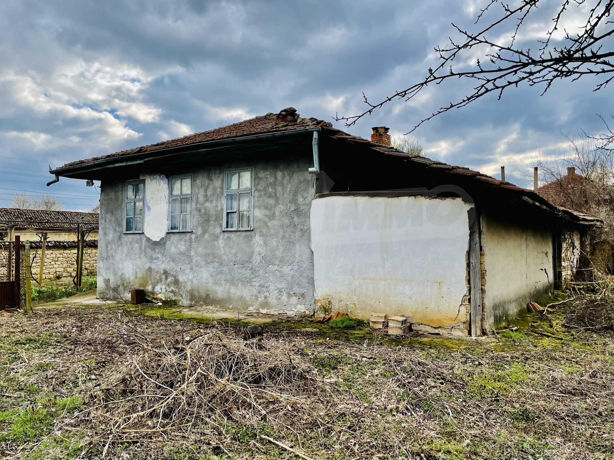 Einstöckiges Haus mit großem Garten in einem Dorf 26 km von Veliko Tarnovo entfernt 28