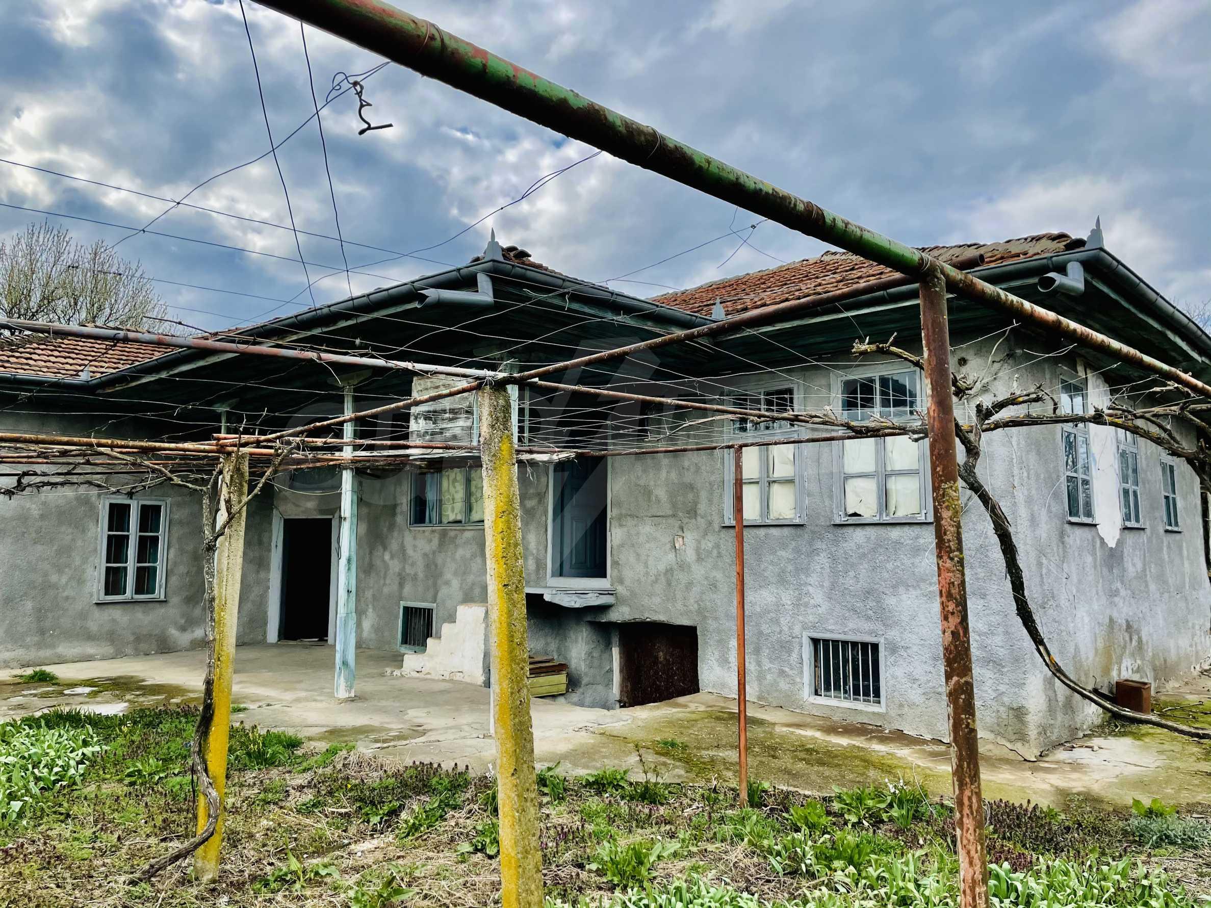 Einstöckiges Haus mit großem Garten in einem Dorf 26 km von Veliko Tarnovo entfernt 2