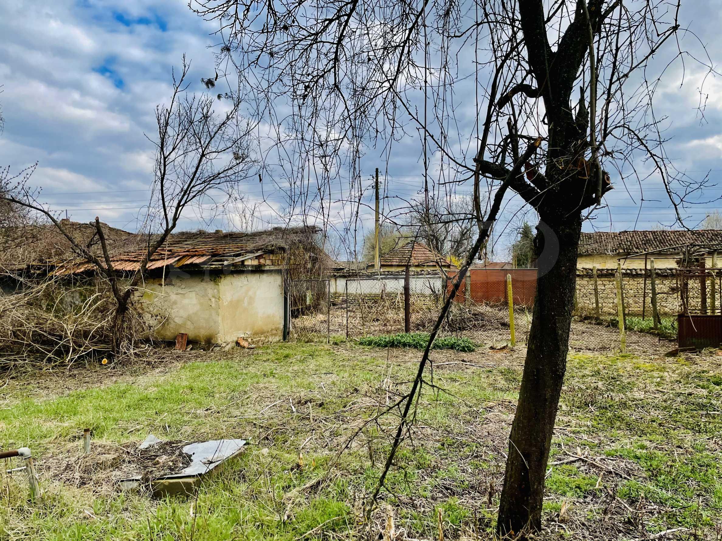 Einstöckiges Haus mit großem Garten in einem Dorf 26 km von Veliko Tarnovo entfernt 30